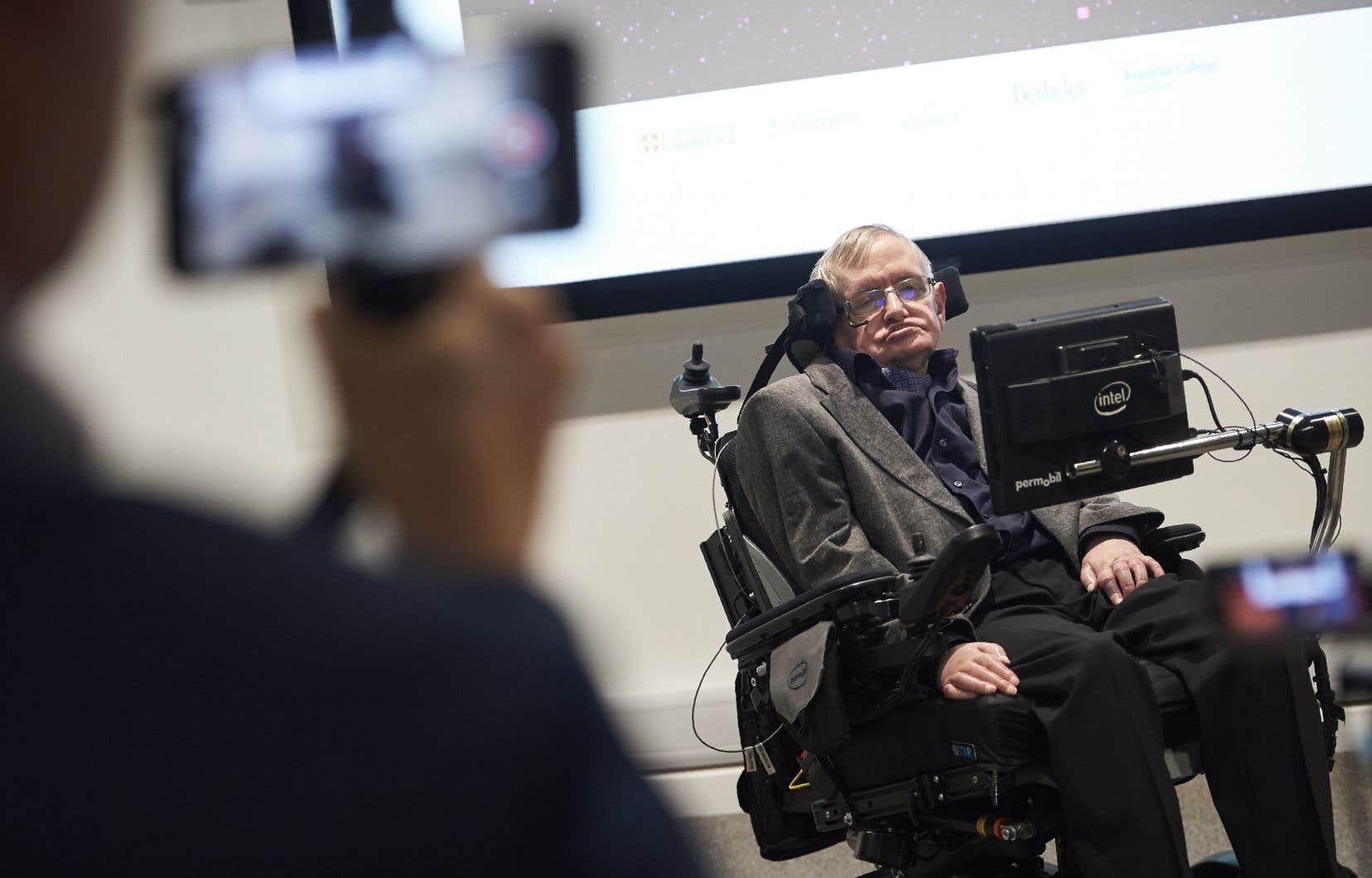 Stephen Hawking aura déjoué tous les pronostics, lui à qui les médecins ne donnaient que deux ans à vivre alors qu'il commençait à peine sa vie adulte.