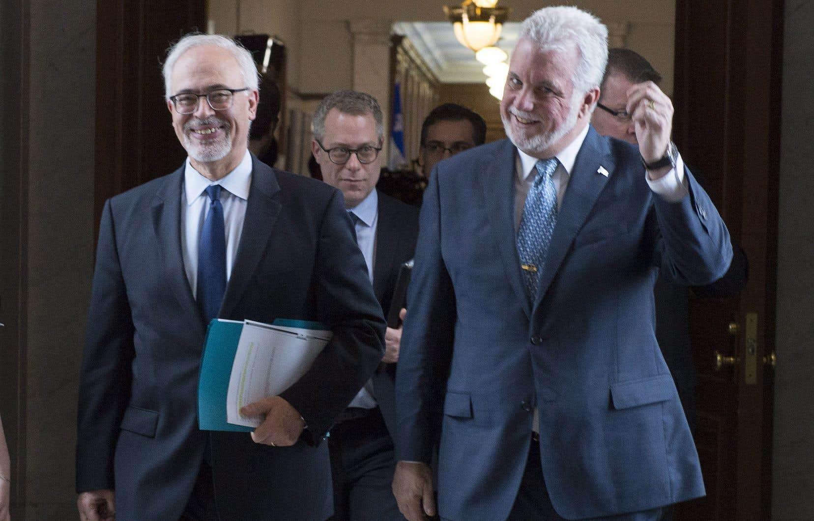 Leministre des Finances, Carlos Leitão, et le premier ministre, Philippe Couillard
