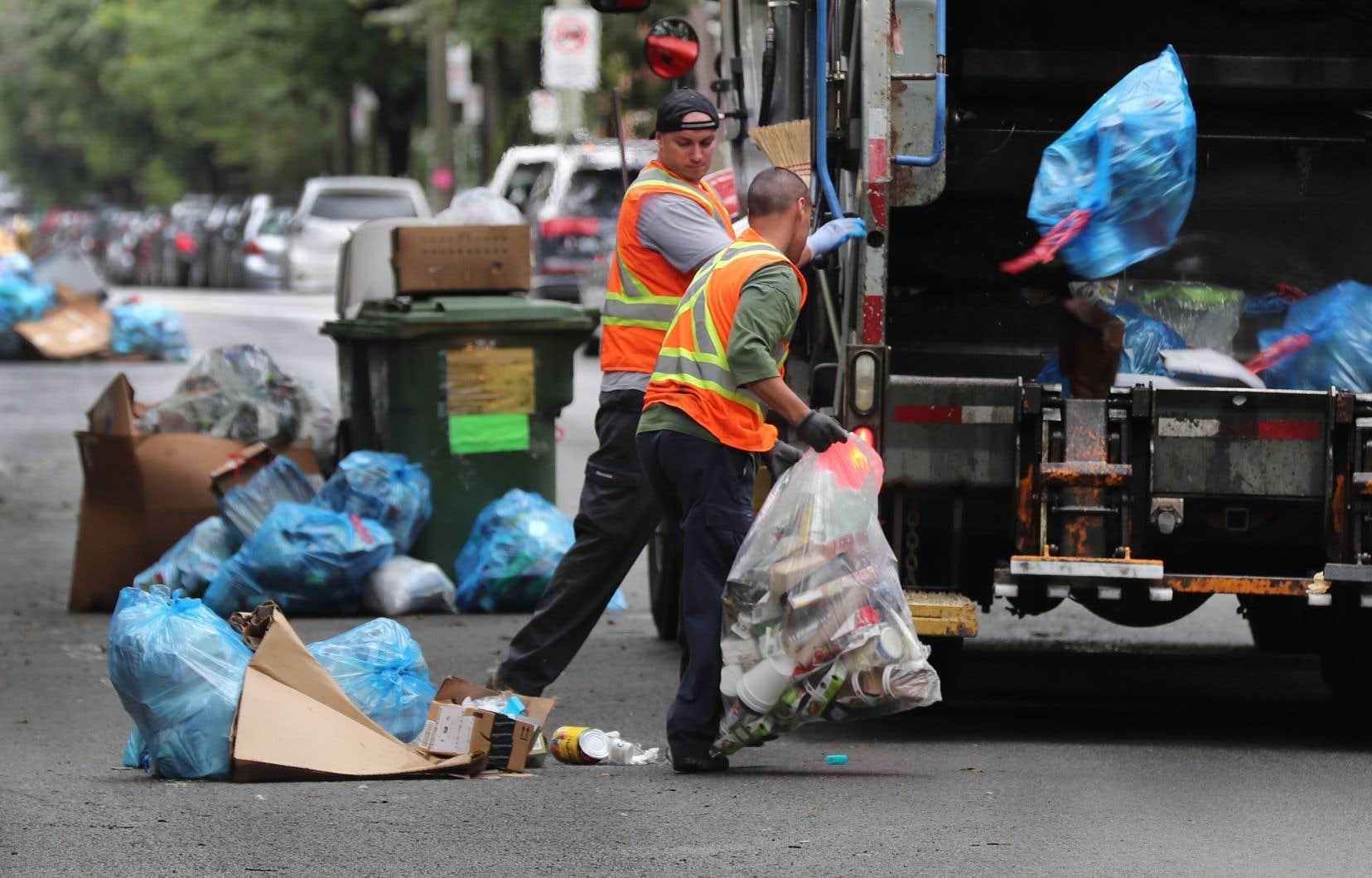 La Ville de Gatineau dit vouloir réduire de 45% la quantité de déchets produits par les citoyens.