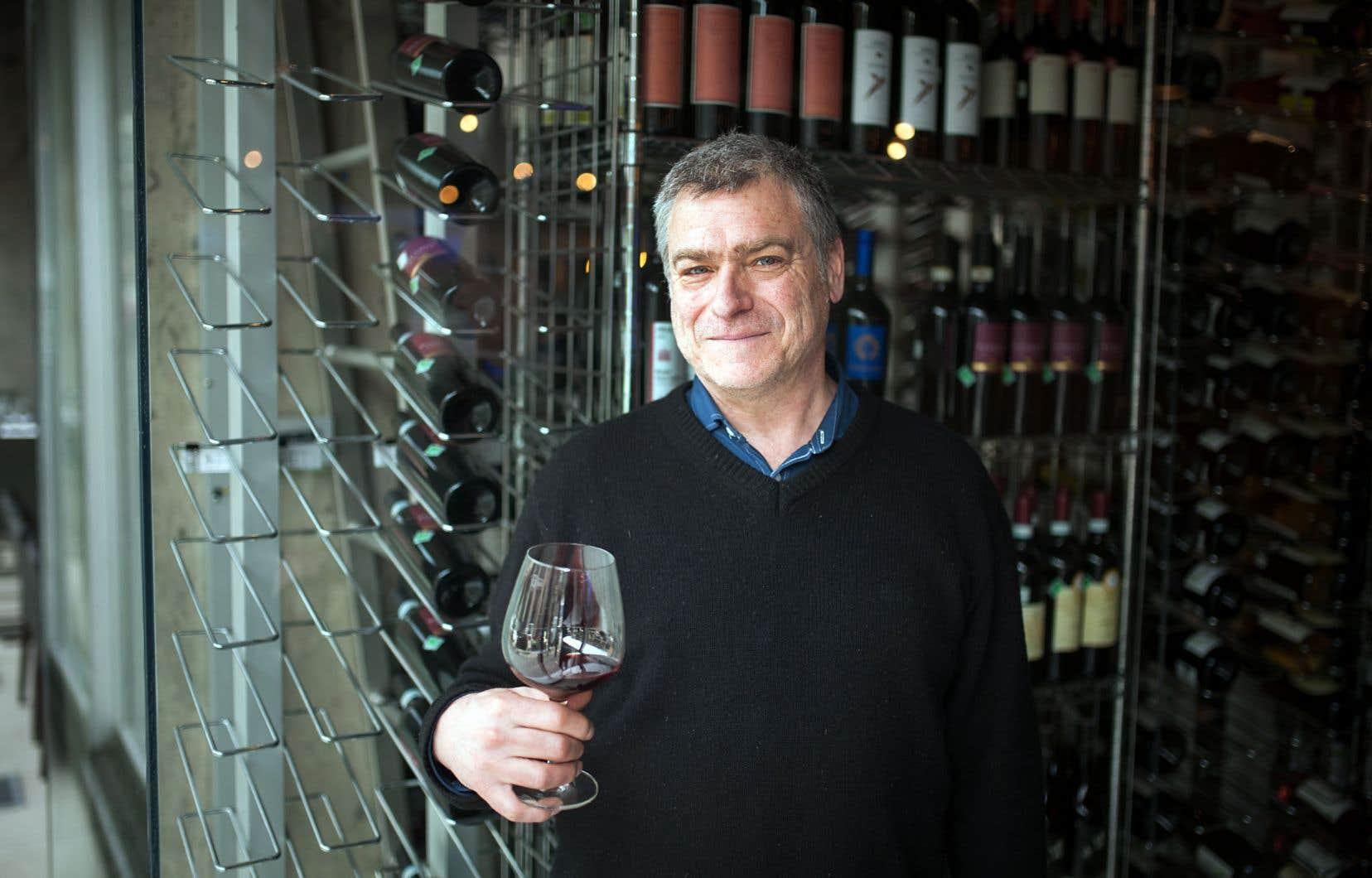 Avec le temps et l'expérience acquise, le vigneron Pascal Marchand est passé d'une position «d'extracteur» à celle «d'infuseur», privilégiant une douceur de diffusion de la couleur et des tanins pour ses pinots.