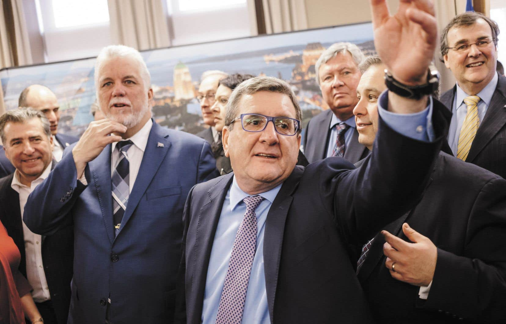 Le maire de Québec, Régis Labeaume, était accompagné du premier ministre du Québec, Philippe Couillard, pour dévoiler son ambitieux projet.