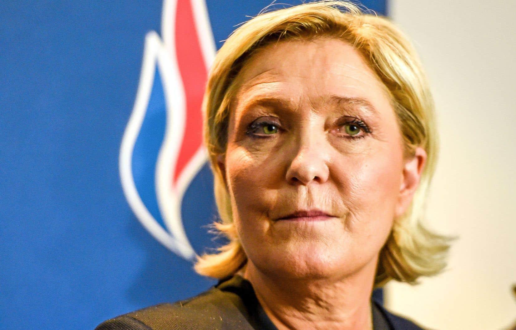 La leader du Front national, Marine Le Pen,apparaît de plus en plus cernée à la fois par Laurent Wauquiez et par sa nièce Marion Maréchal-Le Pen.