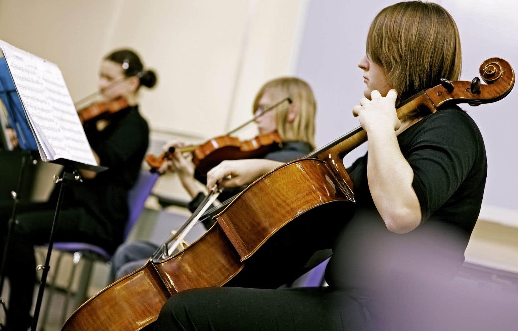 À l'heure où l'on redécouvre les vertus pédagogiques de la musique, fermer nos programmes et nos écoles est un geste qui nous appauvrit comme collectivité, soulignent les auteurs.