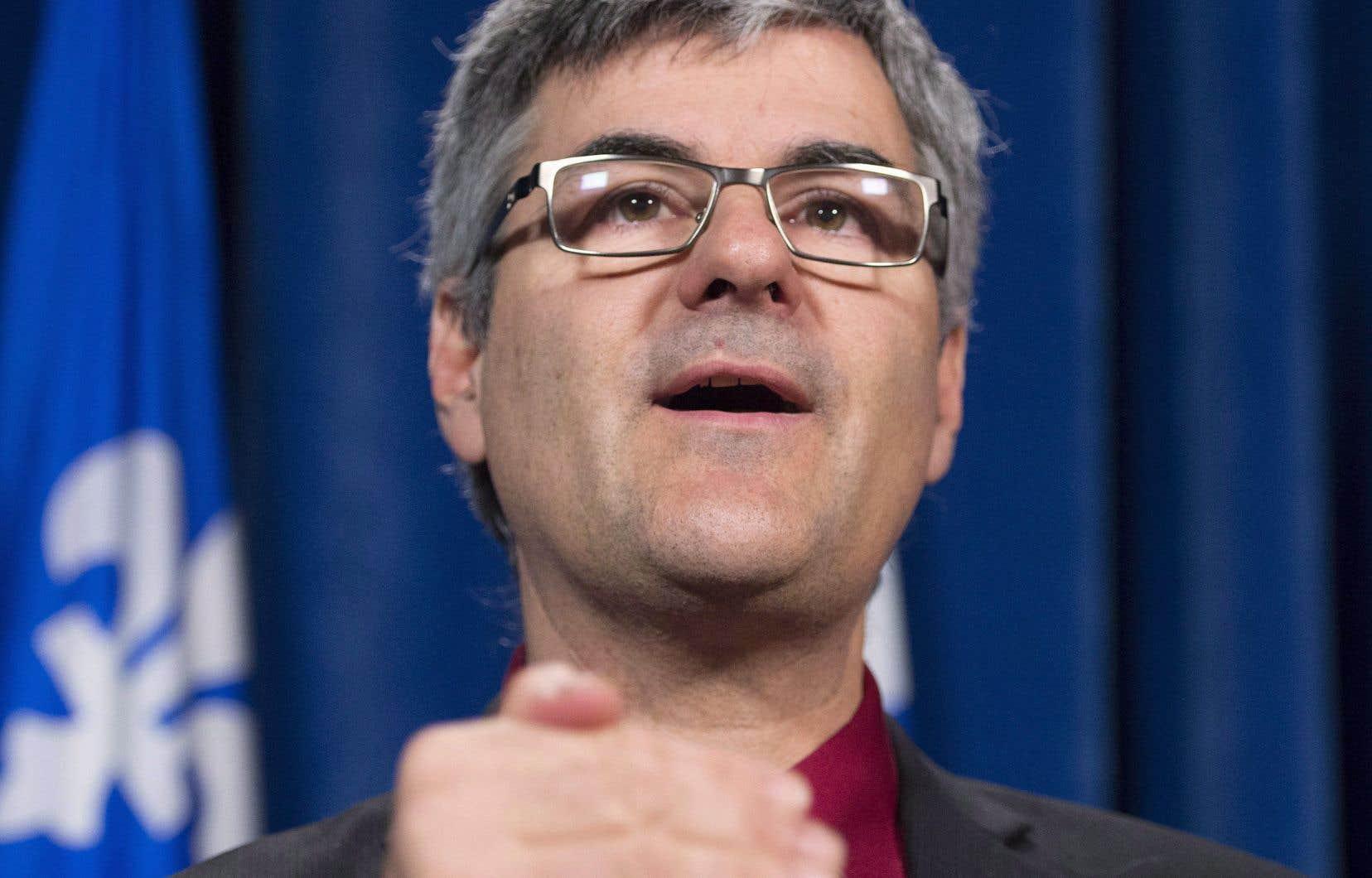 En soulignant l'appui de son parti au projet, le député caquiste de La Peltrie, Éric Caire, a souligné qu'il ne fallait pas y voir «un projet du PLQ».