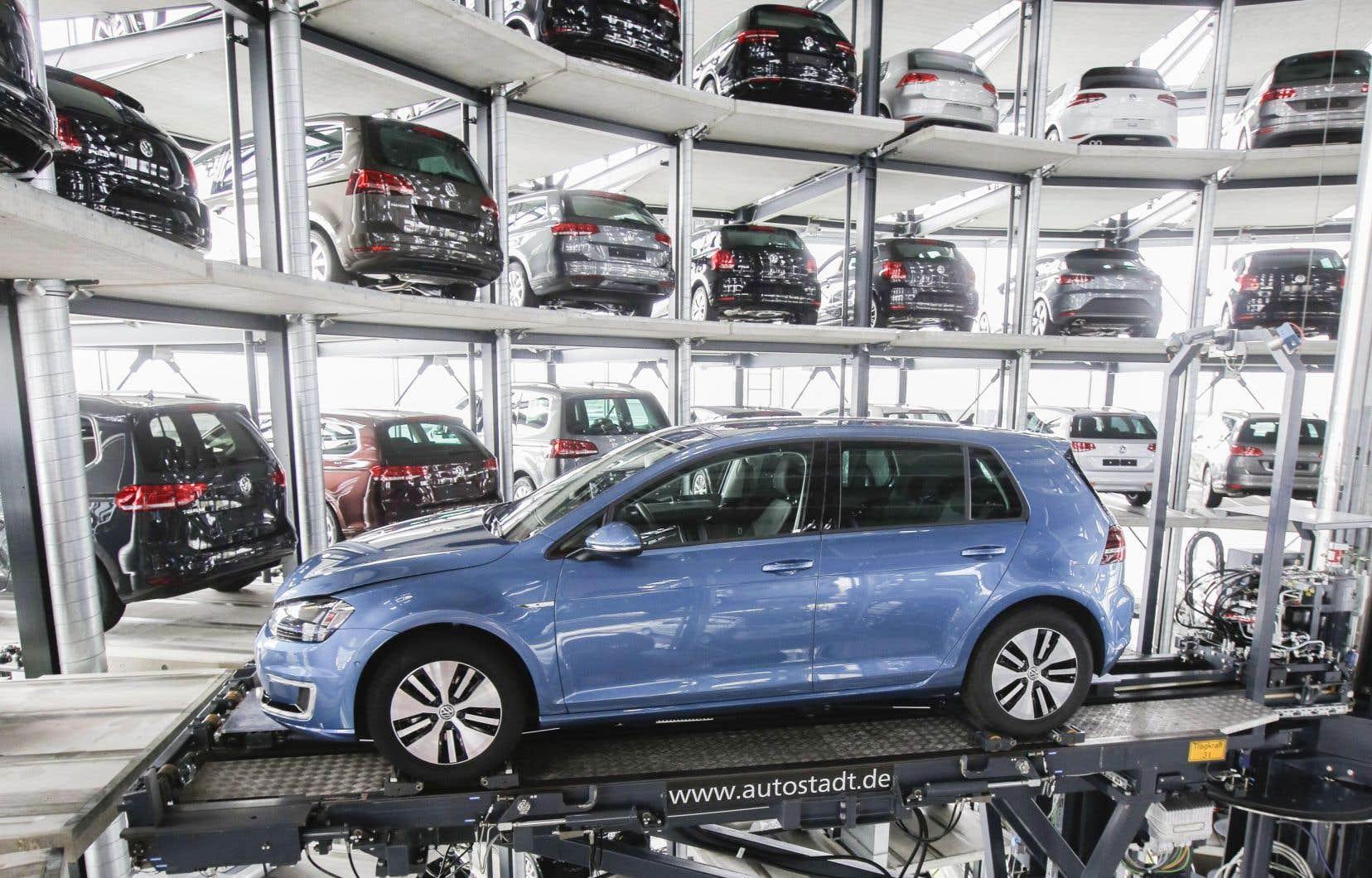 Le géant allemand de l'automobile avait reconnu en novembre 2015 des «irrégularités» sur les émissions de CO2 de 800 000 voitures, principalement à moteur diesel.