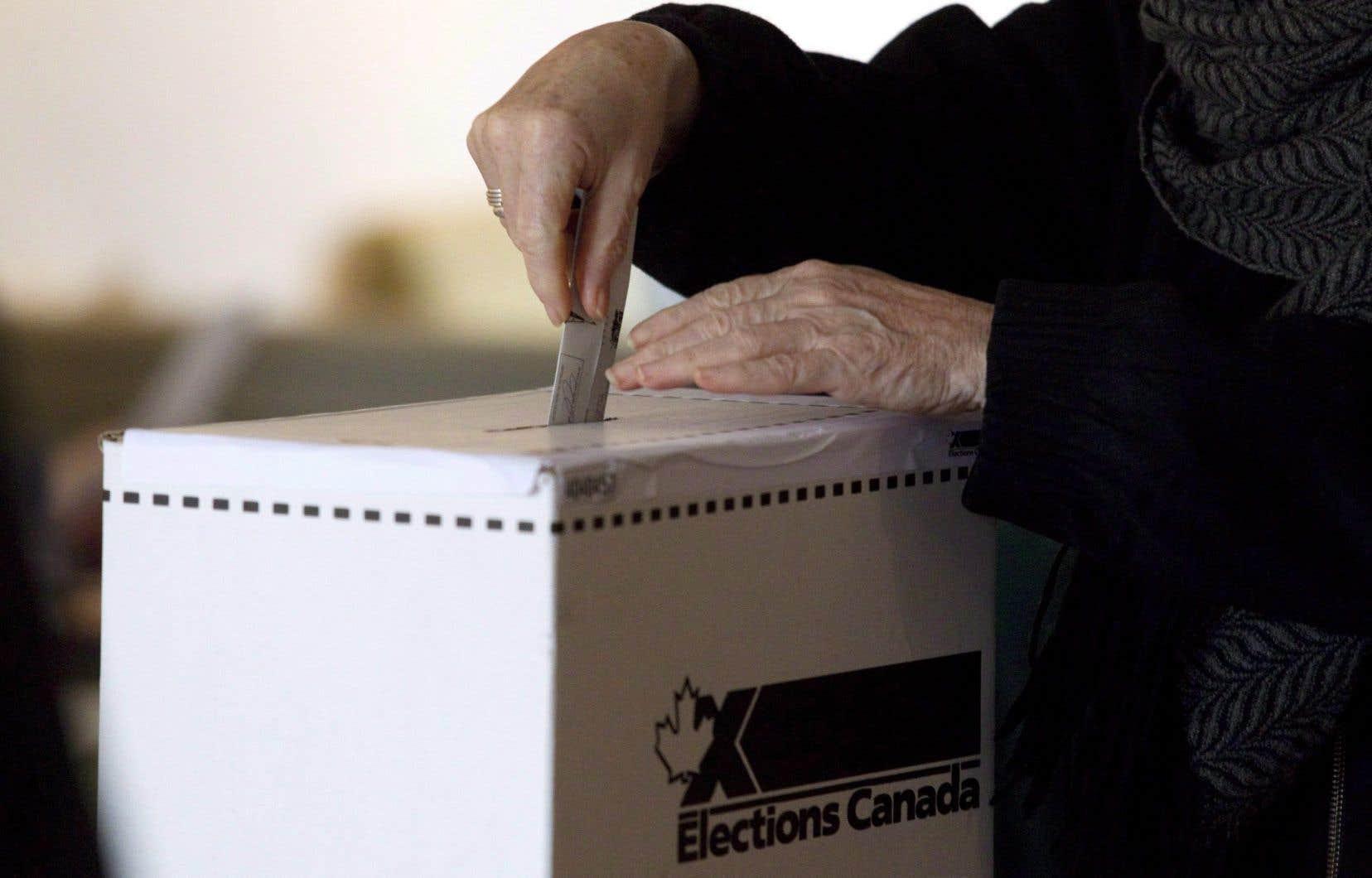 Les possibilités pour duper les électeurs se sont multipliées de façon importante avec la présence des robots.