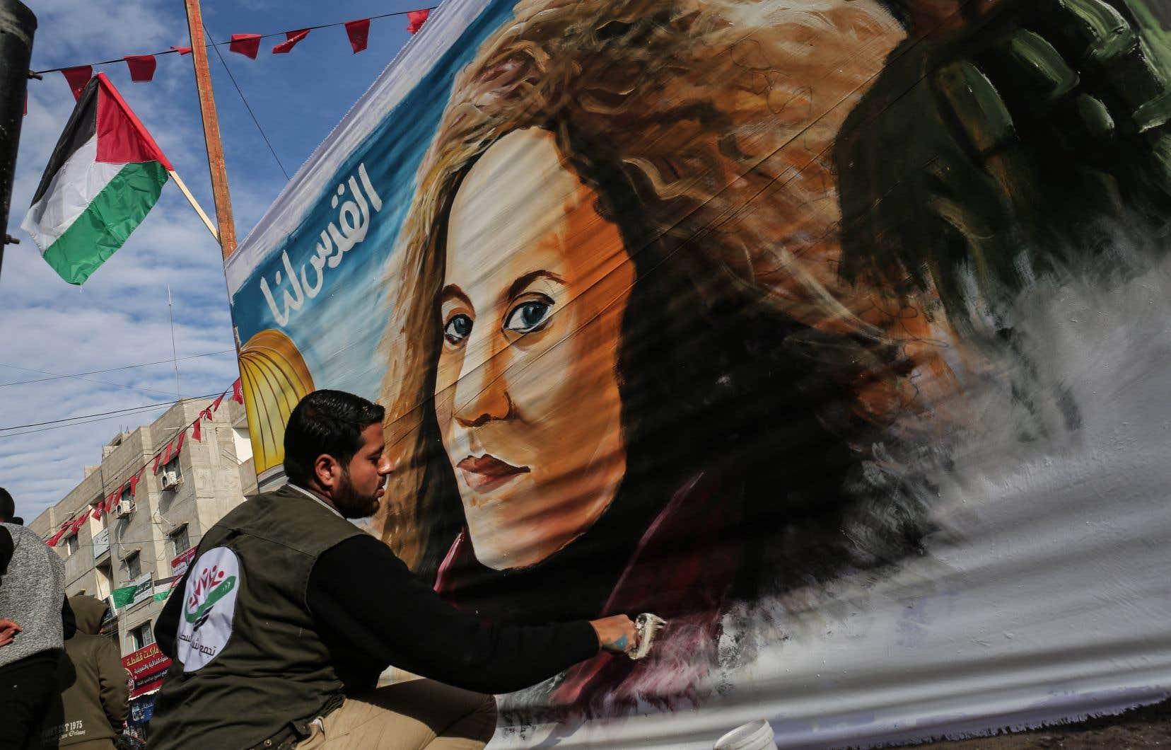 L'affaire Tamimi a trouvé un large écho chez les Palestiniens qui louent en l'adolescente un exemple de courage face aux abus israéliens dans les territoires palestiniens occupés.