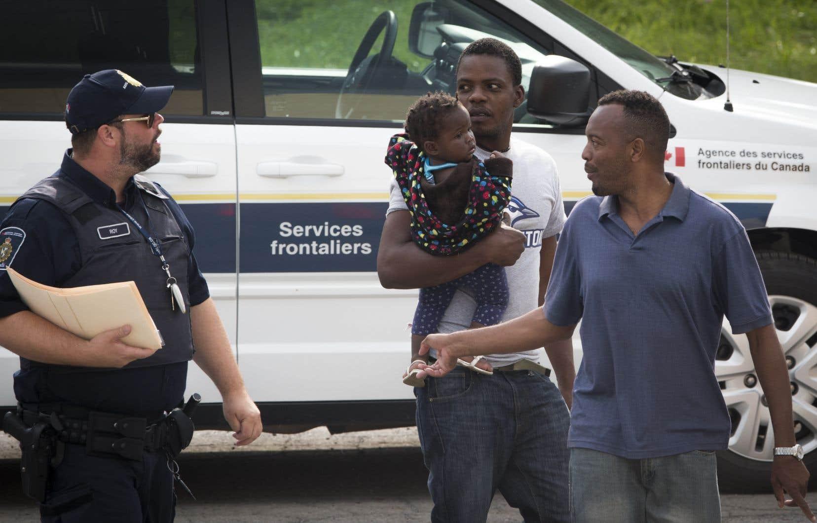 Devant l'arrivée massive de milliers de réfugiés au printemps 2017, Québec rappelle avoir «multiplié» les efforts pour les accueillir «dignement et avec égard».