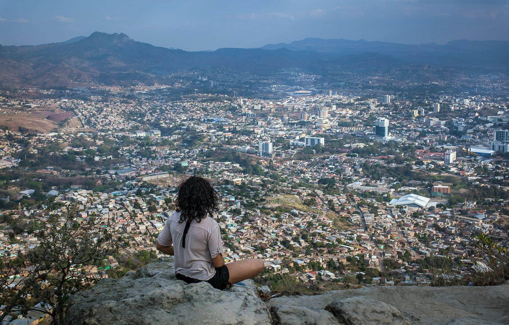 Une vue sur Tegucigalpa depuis la colline El Picacho qui surplombe la ville.