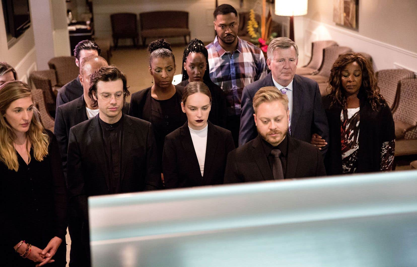 Les funérailles de Bastien avec Alex, Amélie, Léonard, Lucille-Maude, Max, Shanel-Magali, Shonda et Tom