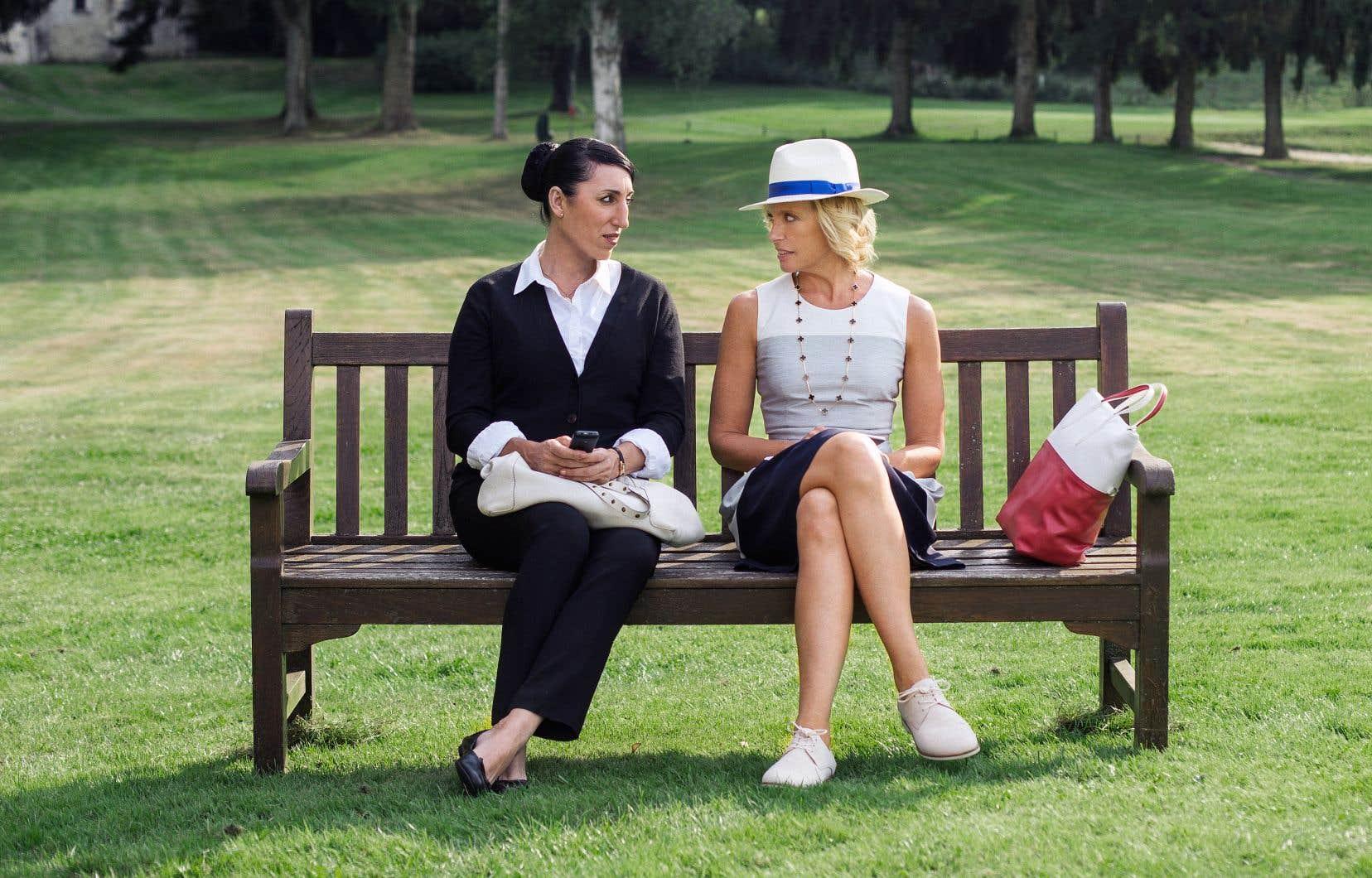 Dans cette comédie, Toni Collette incarne une riche femme au foyer qui forcera la domestique jouée par Rossy de Palma à jouer une femme du monde pour peupler sa table à un dîner mondain.