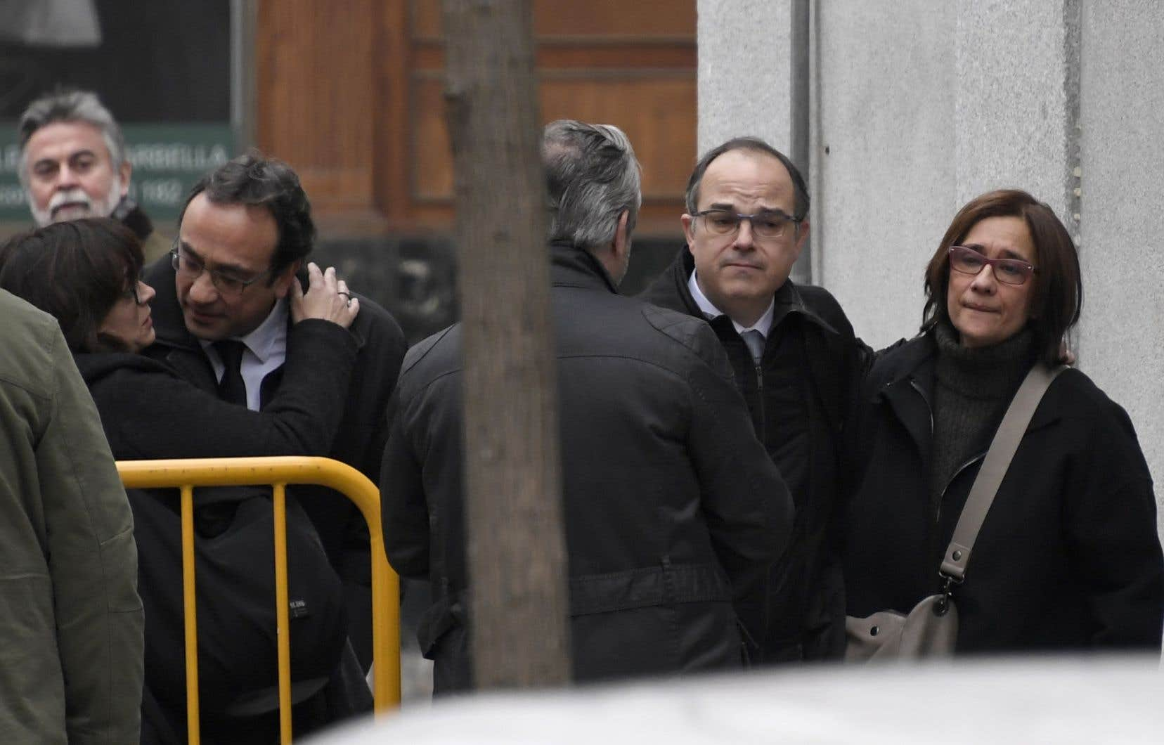 L'actuel candidat à la présidence de la Catalogne, Jordi Turull (deuxième à droite), fait partie du lot.