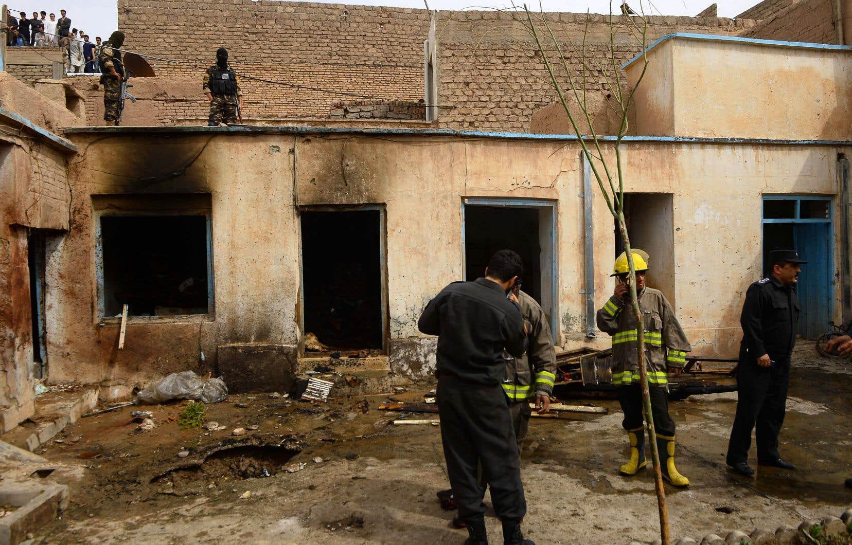 Le secteur de l'attentat, qui a fait un mort et huit blessés, a été bouclé par la police.