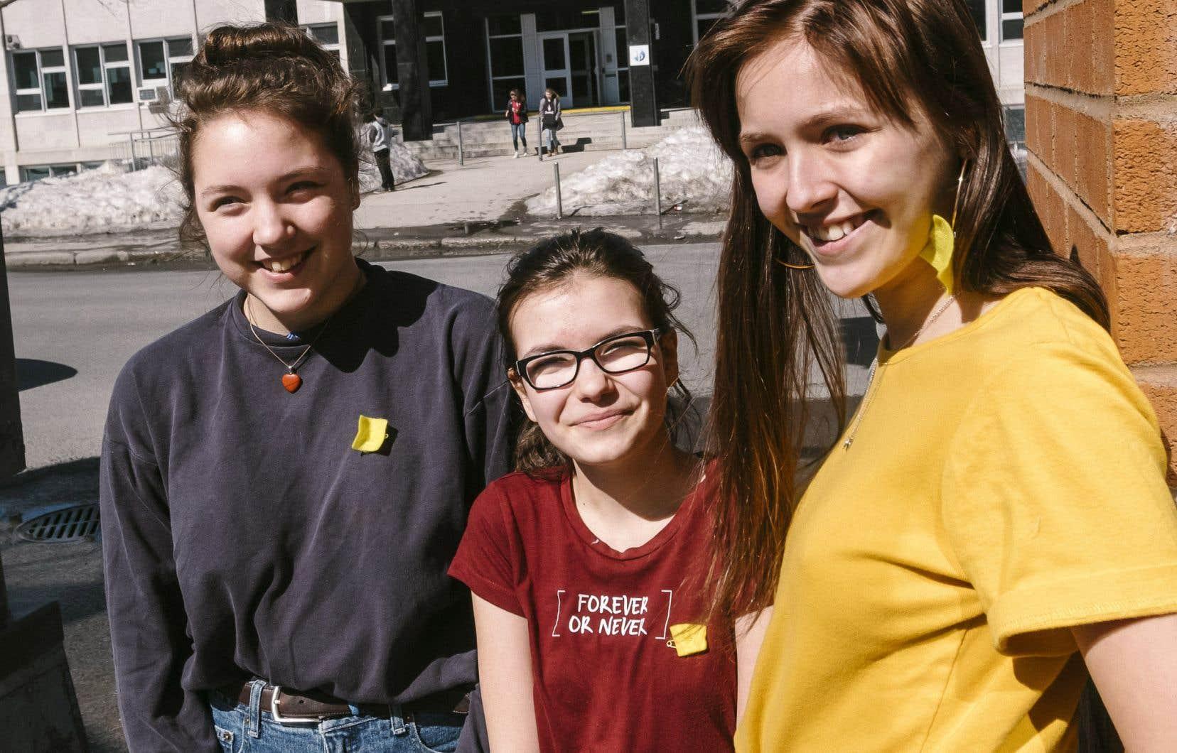 Gaëlle Grimard, Kimy Boivin et Célestine Uhde, trois membres du mouvement des carrés jaunes