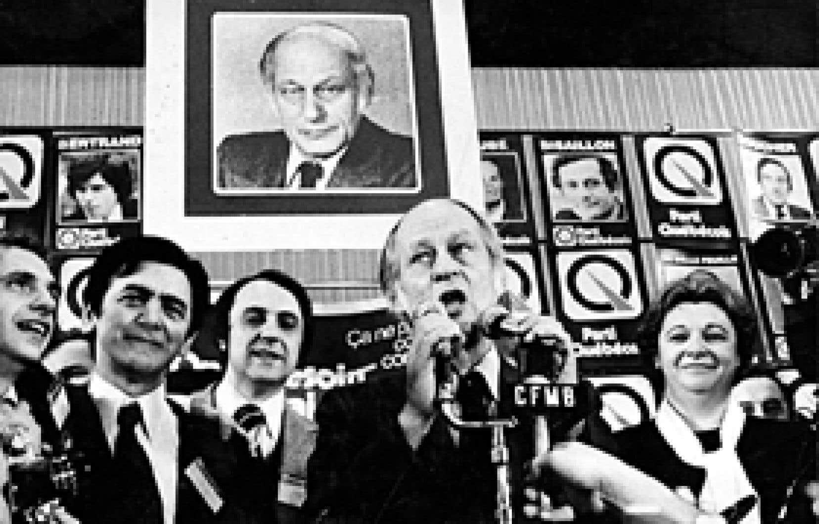Dans René Lévesque. Mythes et réalités, Alexandre Stefanescu constate que Lévesque «est devenu la principale référence du monde politique québécois.»