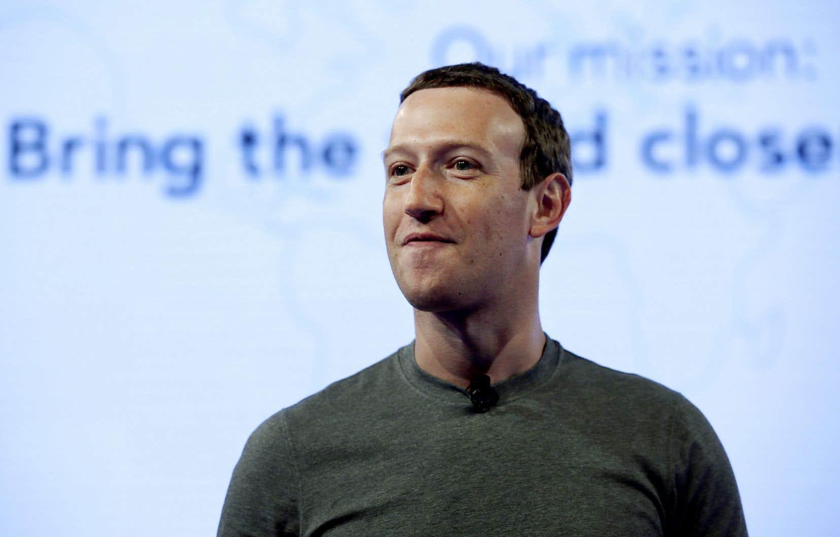 Mark Zuckerberg semble toujours vouloir nous présenter l'image innocente du «geek» de Harvard, dont la société Facebook n'est qu'une entreprise technologique dont on doit pardonner les excès et erreurs, déplore l'auteur.