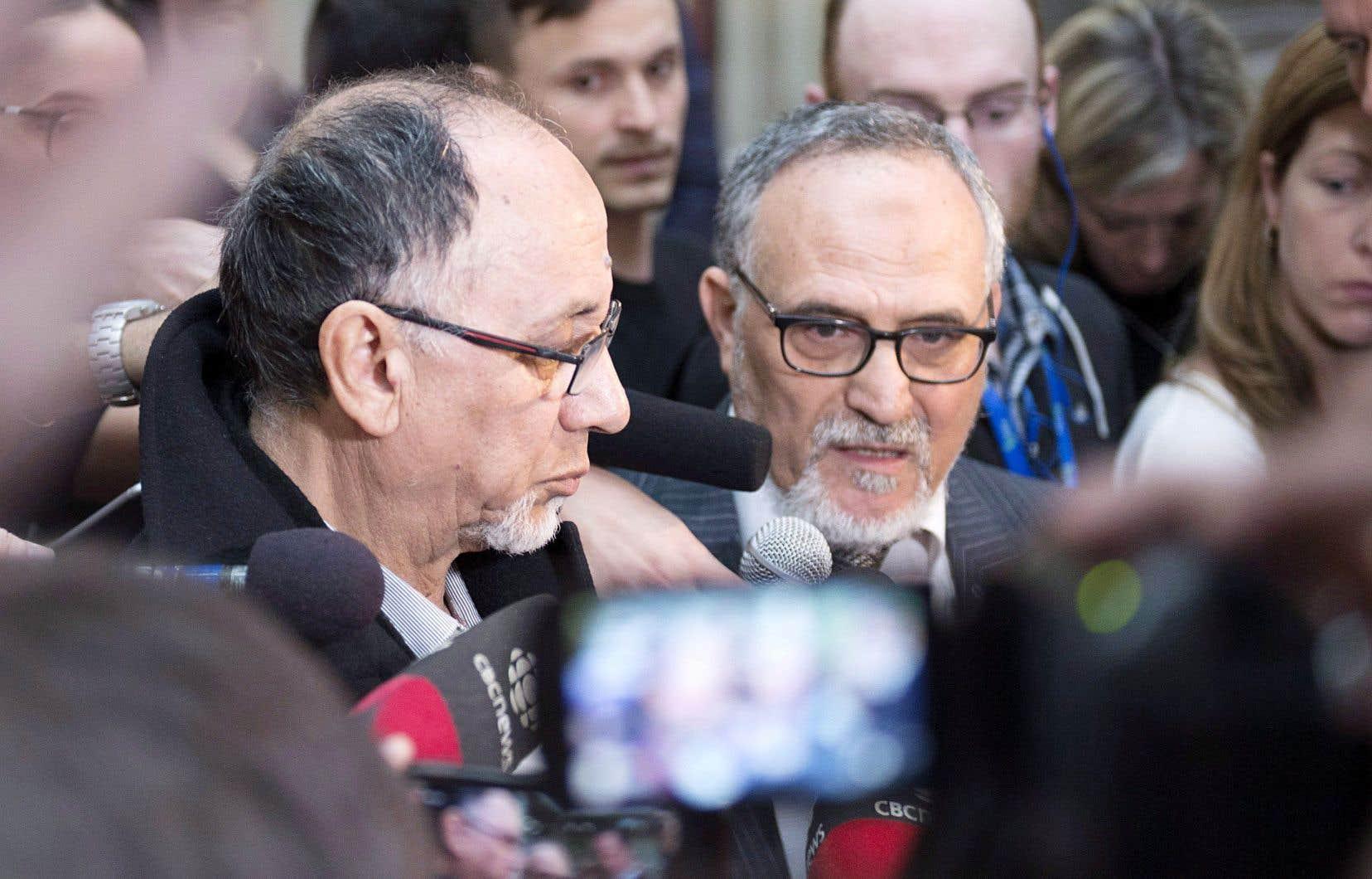 Boufeldja Benabdallah et Mohamed Labidi, du Centre culture islamique de Québec, étaient quelque peu perplexes devant les explications du tueur.