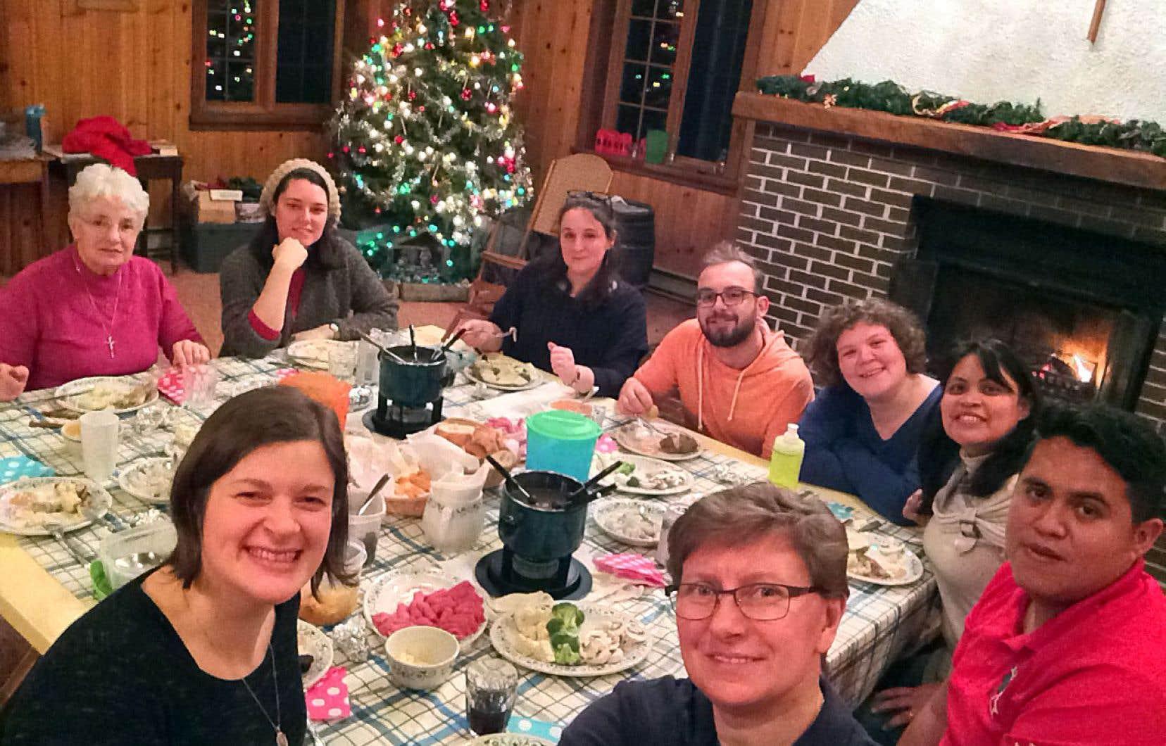 Durant dix mois, une dizaine de jeunes ont décidé de vivre une année universitaire en théologie dans les locaux du centre de formation chrétienne Agapê à Québec, mais aussi à l'Université Laval.