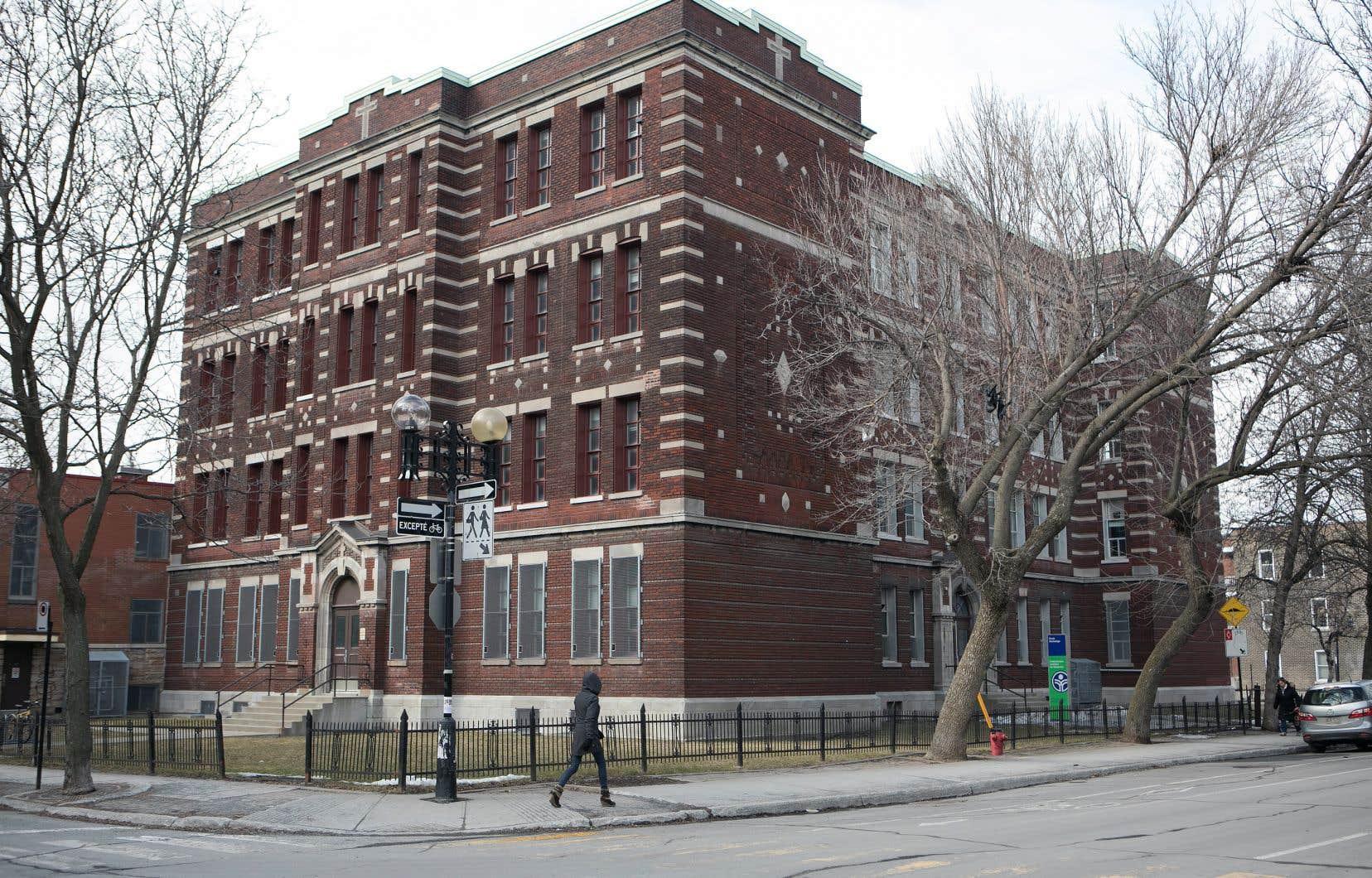 Les établissements scolaires du Québec, comme l'école Hochelaga à Montréal, souffrent d'un manque d'entretien.