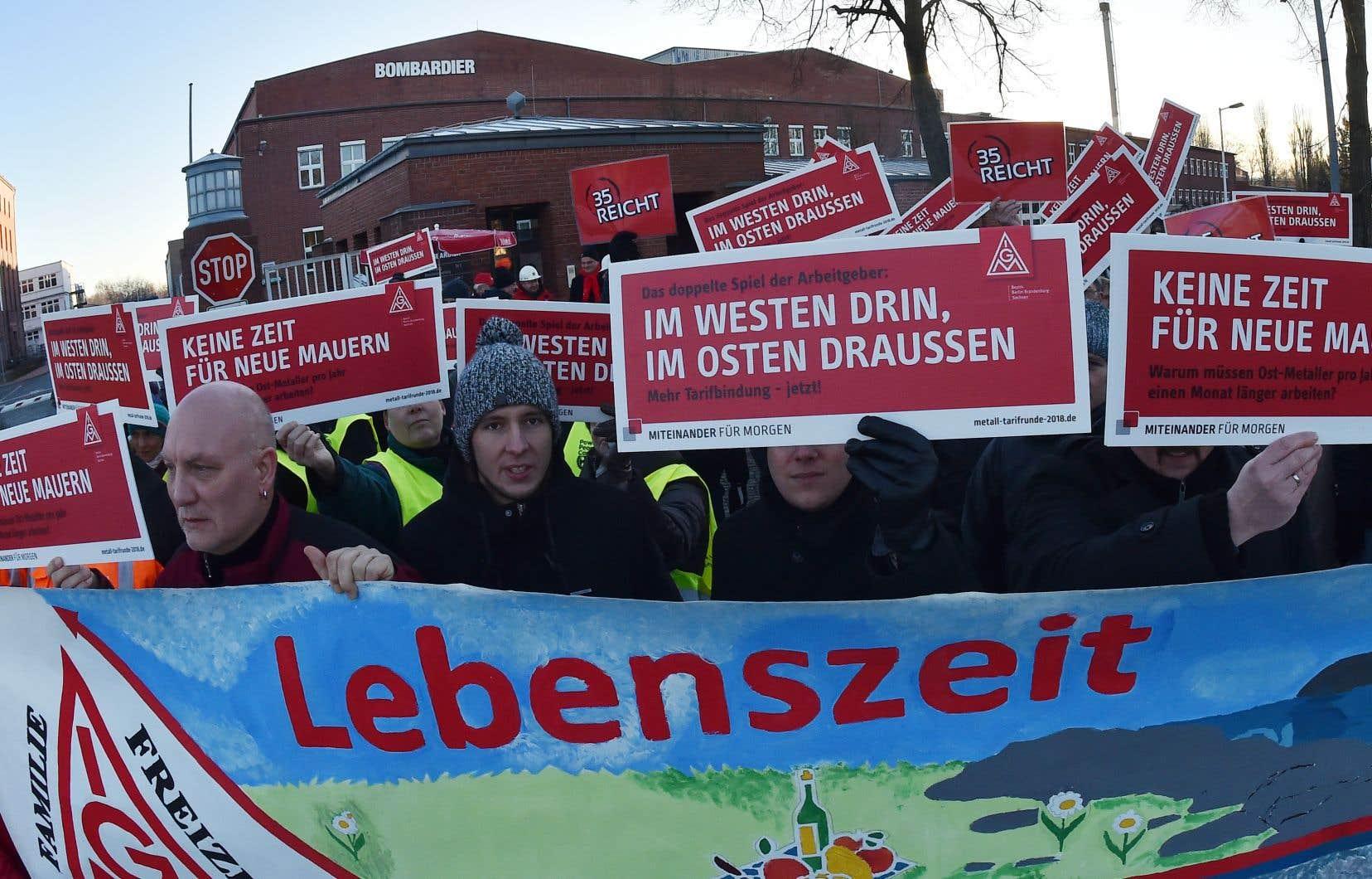 Manifestation devant l'usine d'Hennigsdorf, en janvier dernier. L'accord intervient après deux longues années de tractations.