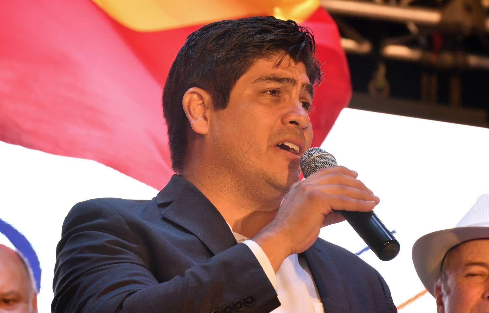 Le candidat de centre gauche Carlos Alvarado prononce un discours à San José, après l'annonce de sa victoire, dimanche soir.