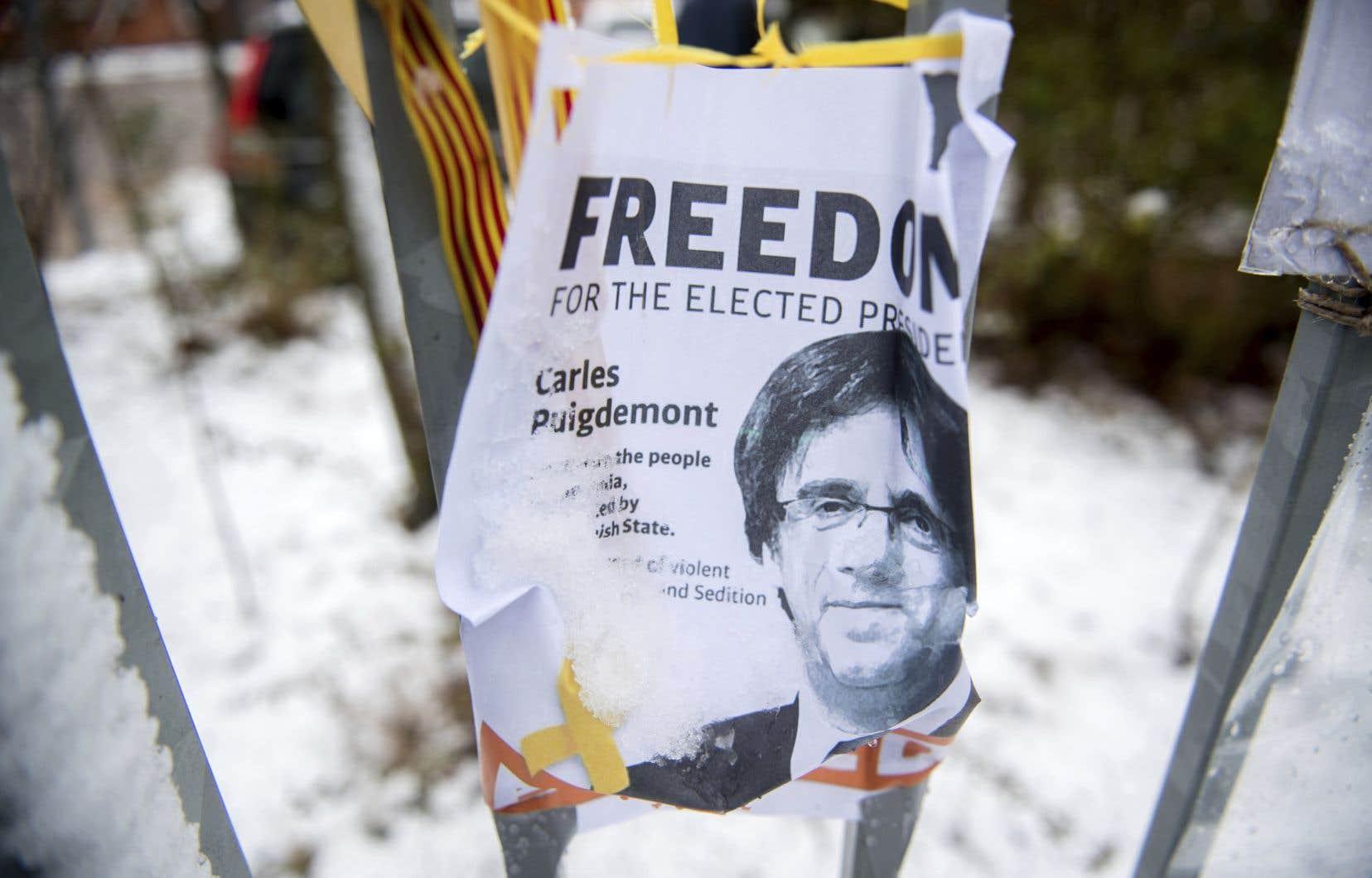 <p>Carles Puigdemont fait l'objet d'accusations graves en Espagne pour le rôle qu'il a joué dans l'organisation d'un référendum sur l'indépendance de la Catalogne.</p>