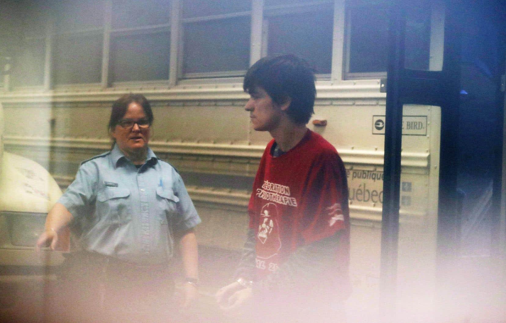 Alexandre Bissonnette s'expose à 150ans de prison: 25ans pour le meurtre de chacune des personnes auxquelles il a enlevé la vie le 29janvier 2017.