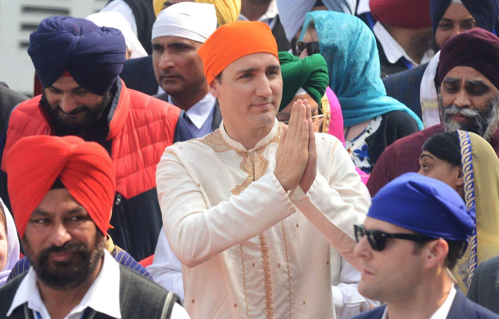 Justin Trudeau a fait parler de lui dans la presse internationale lors de son voyage en Inde, sa propension à porter le costume traditionnel soulevant les moqueries.