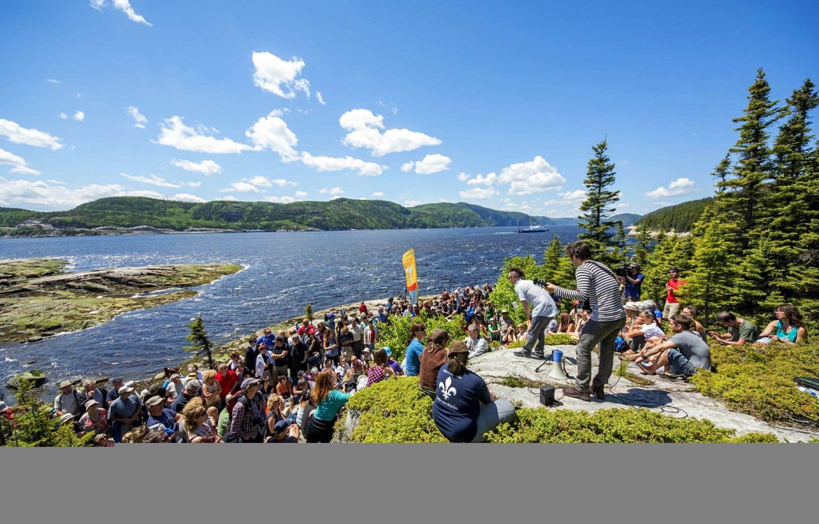 Le Festival de la chanson propose chaque année un spectacle en plein air à la Pointe-de-l'Islet, un endroit situé à l'embouchure du fjord du Saguenay.