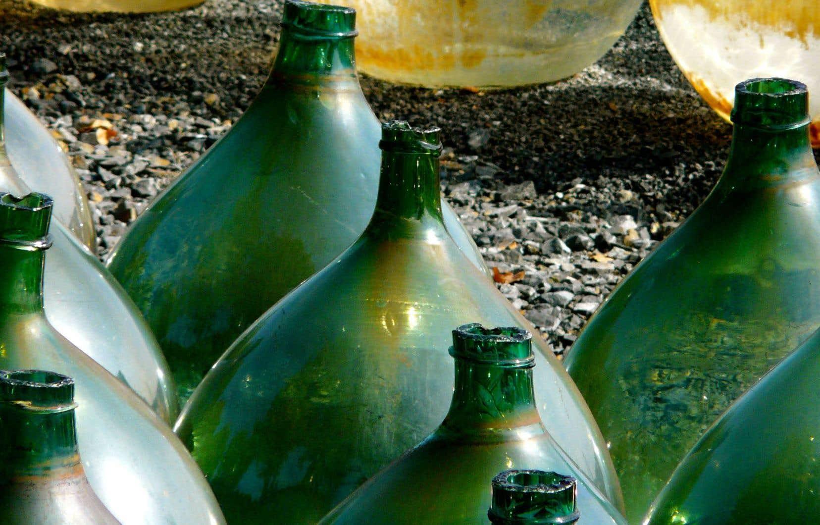 Qu'ils soient chauffés, mutés et longuement soumis au contact de l'air en barrique, en foudre ou en dame-jeanne entreposée dans des conditions extrêmes, les vins oxydatifs trouvent dans l'apport d'oxygène matière à s'accomplir pleinement.