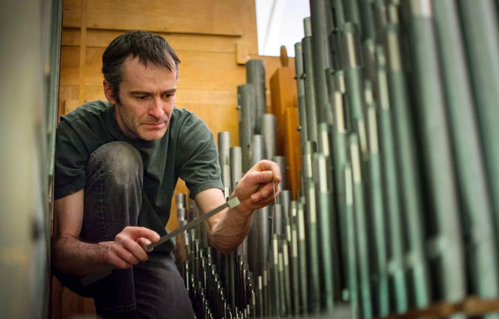 Jean-Sébastien Dufour termine l'harmonisation de l'orgue Casavant qui a quitté Saint-Germain-de-Kamouraska pour Durham-Sud.