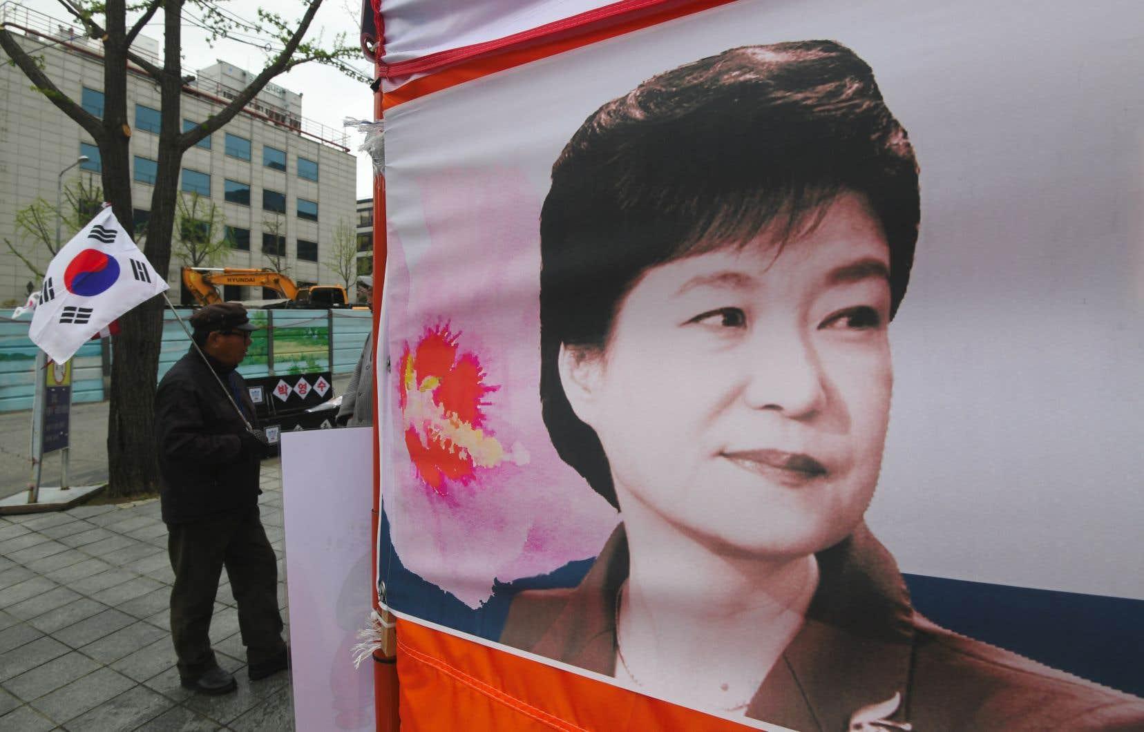 Première femme élue présidente en Corée du Sud, Park Geun-hye a été destituée et arrêtée en mars 2017.