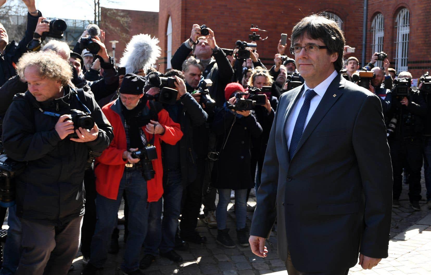 L'indépendantiste catalan Carles Puigdemont a quitté vendredi la prison allemande où il était détenu.