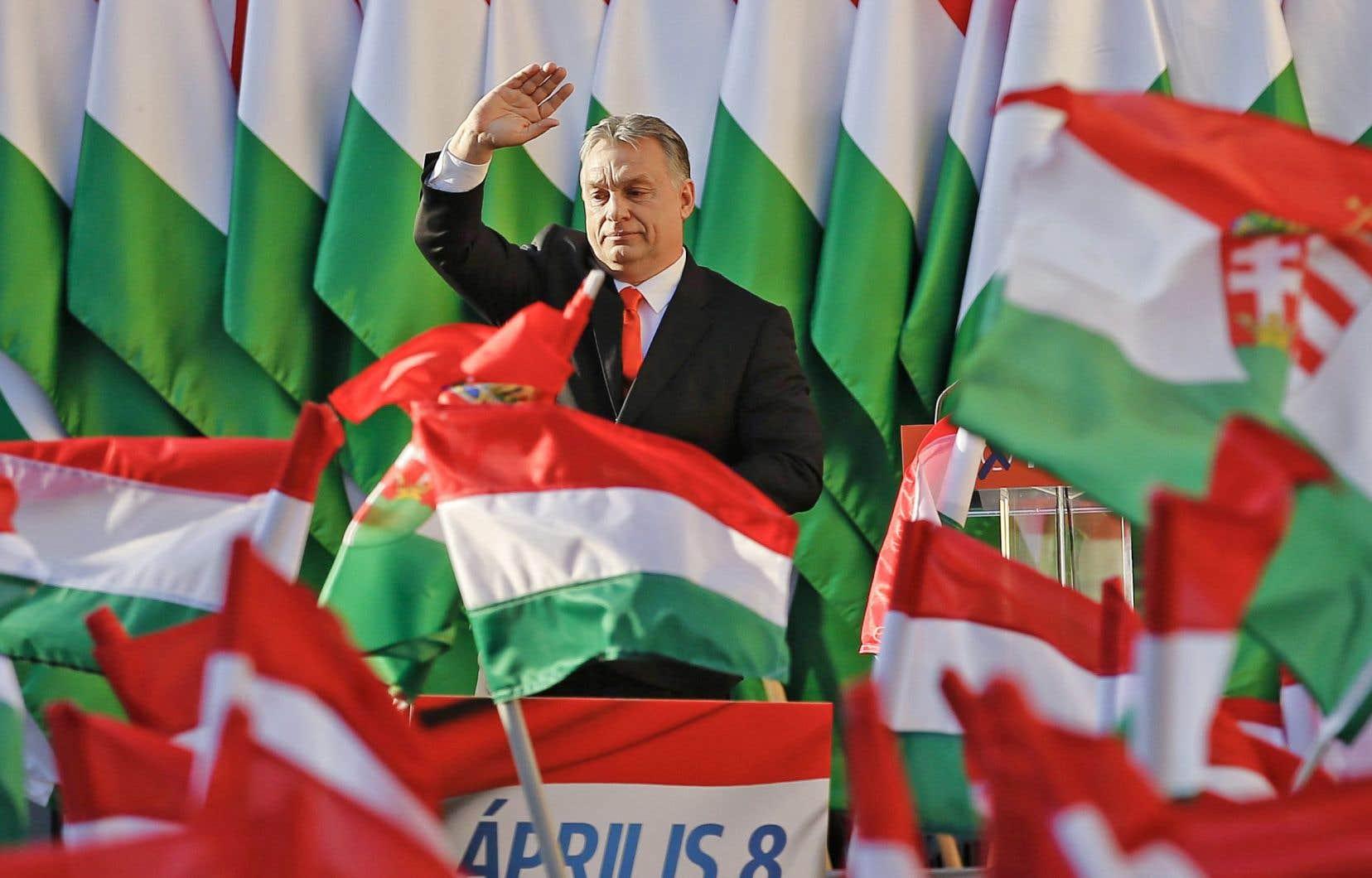 Contrôler le message, voilà la maxime tacite à laquelle s'accroche le premier ministre hongrois, Viktor Orbán, croit l'auteur.