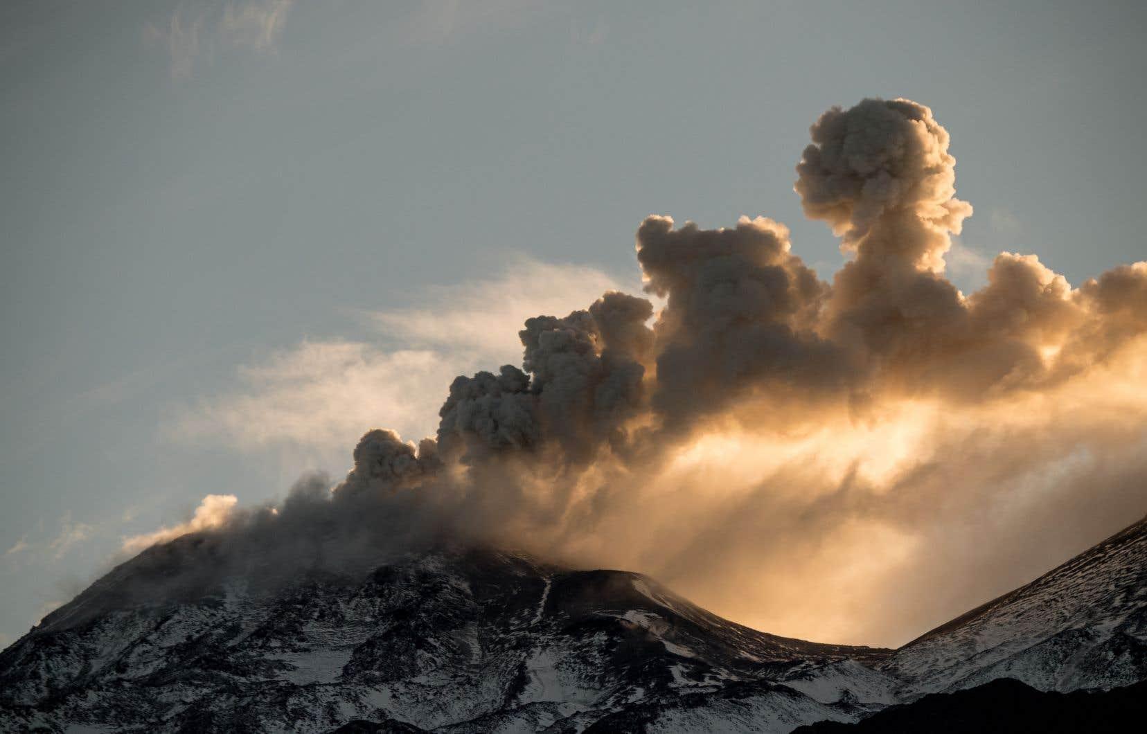 Le volcan Nevados de Chillán, unensemble de 17 cratères, est l'un des plus actifs au Chili.