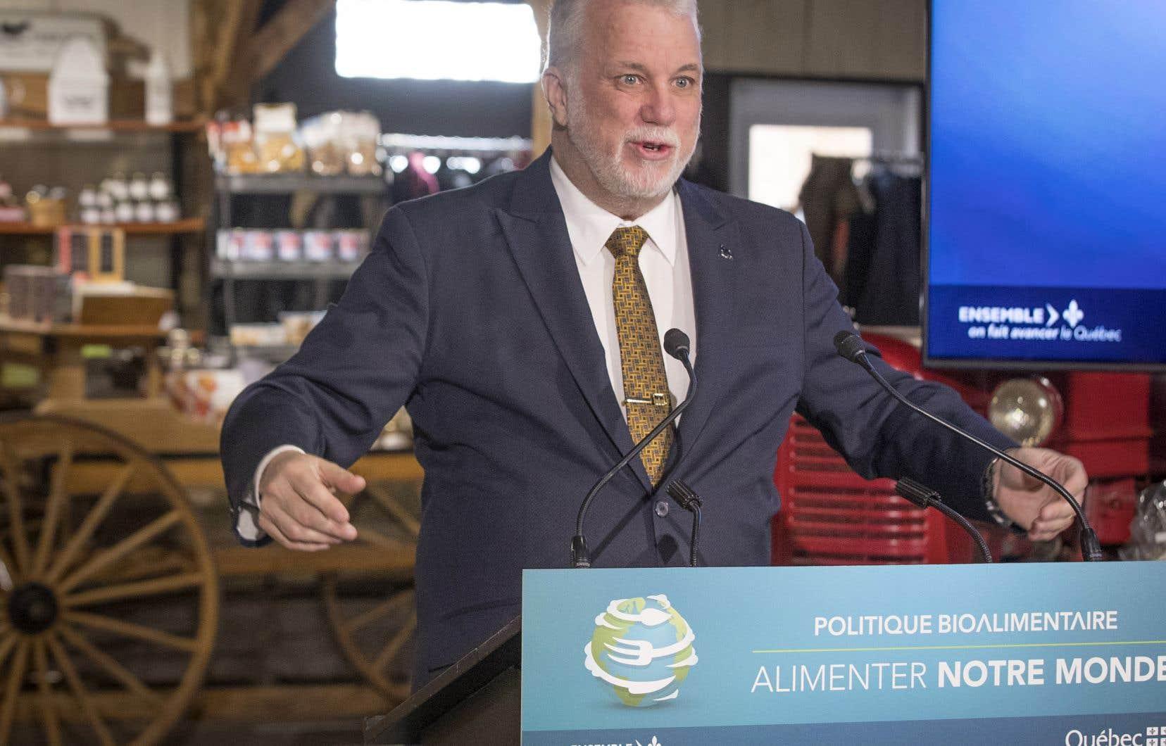 Le premier ministre Philippe Couillard lors de l'annonce de la nouvelle politique bioalimentaire.