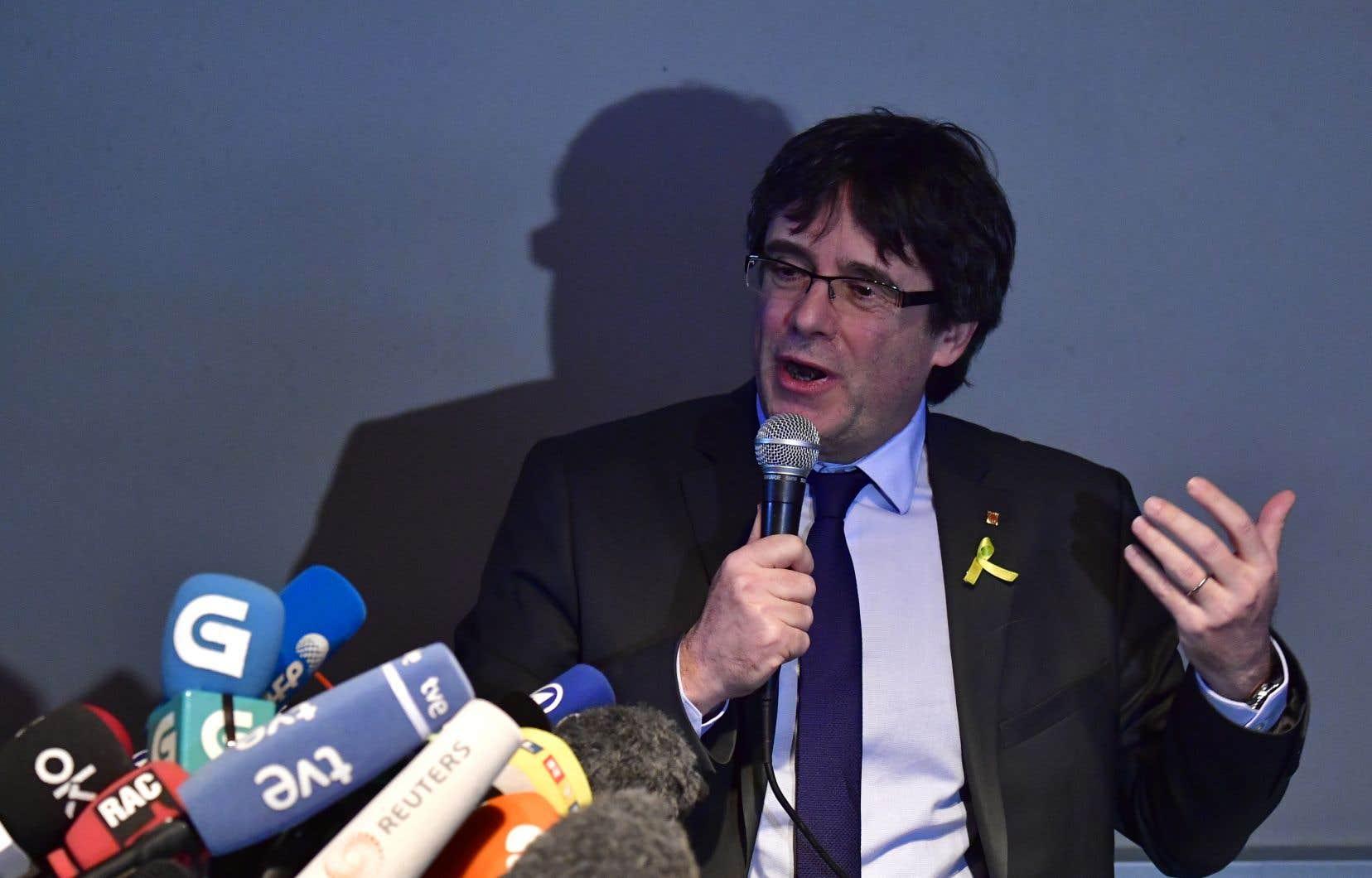 Samedi, Carles Puigdemont avait assuré lors d'une conférence de presse à Berlin qu'il voulait résider dans la capitale allemande puis, une fois sa situation judiciaire réglée, retourner en Belgique.