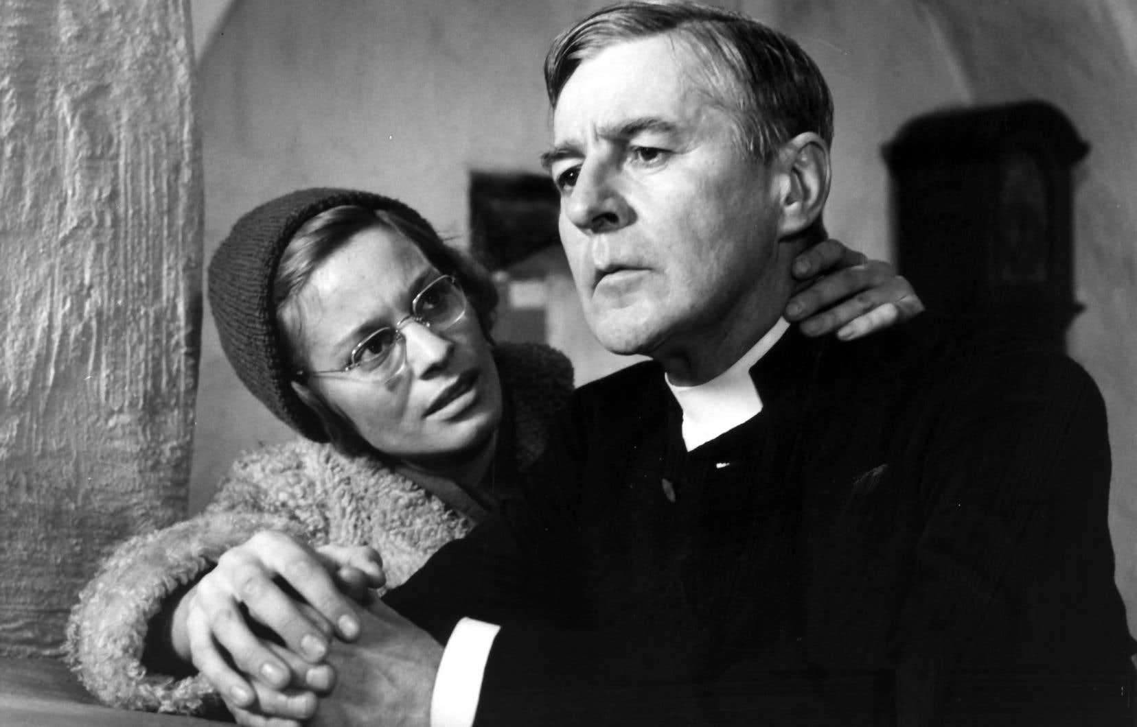 Les acteurs Ingrid Thulin et Gunnar Björnstrand dans le film «Les communiants»