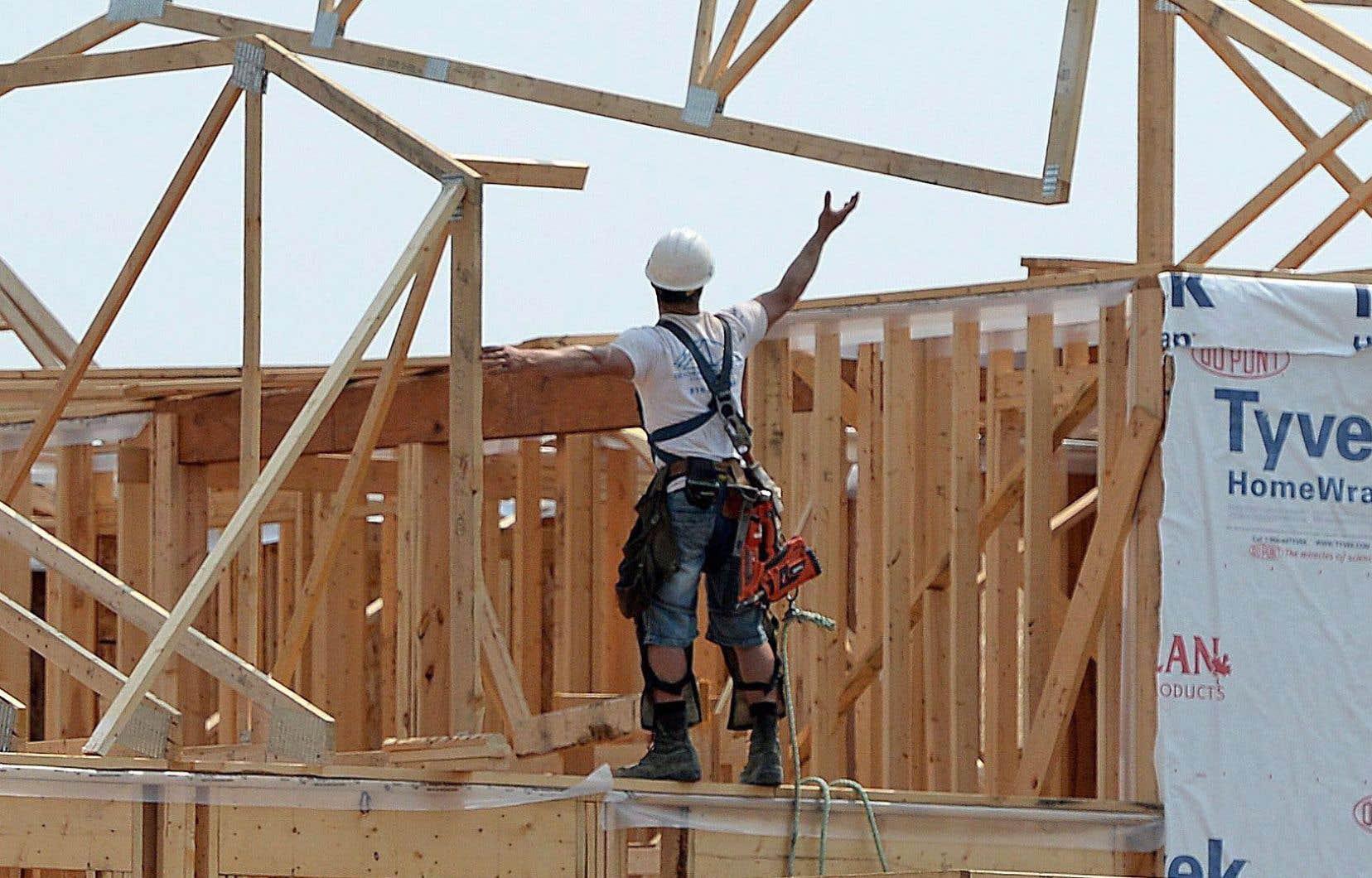 Le secteur de l'habitation fait l'objet d'une surveillance accrue puisqu'il s'ajuste actuellement à une hausse des taux d'intérêt hypothécaires et à un resserrement des règles sur les prêts hypothécaires.