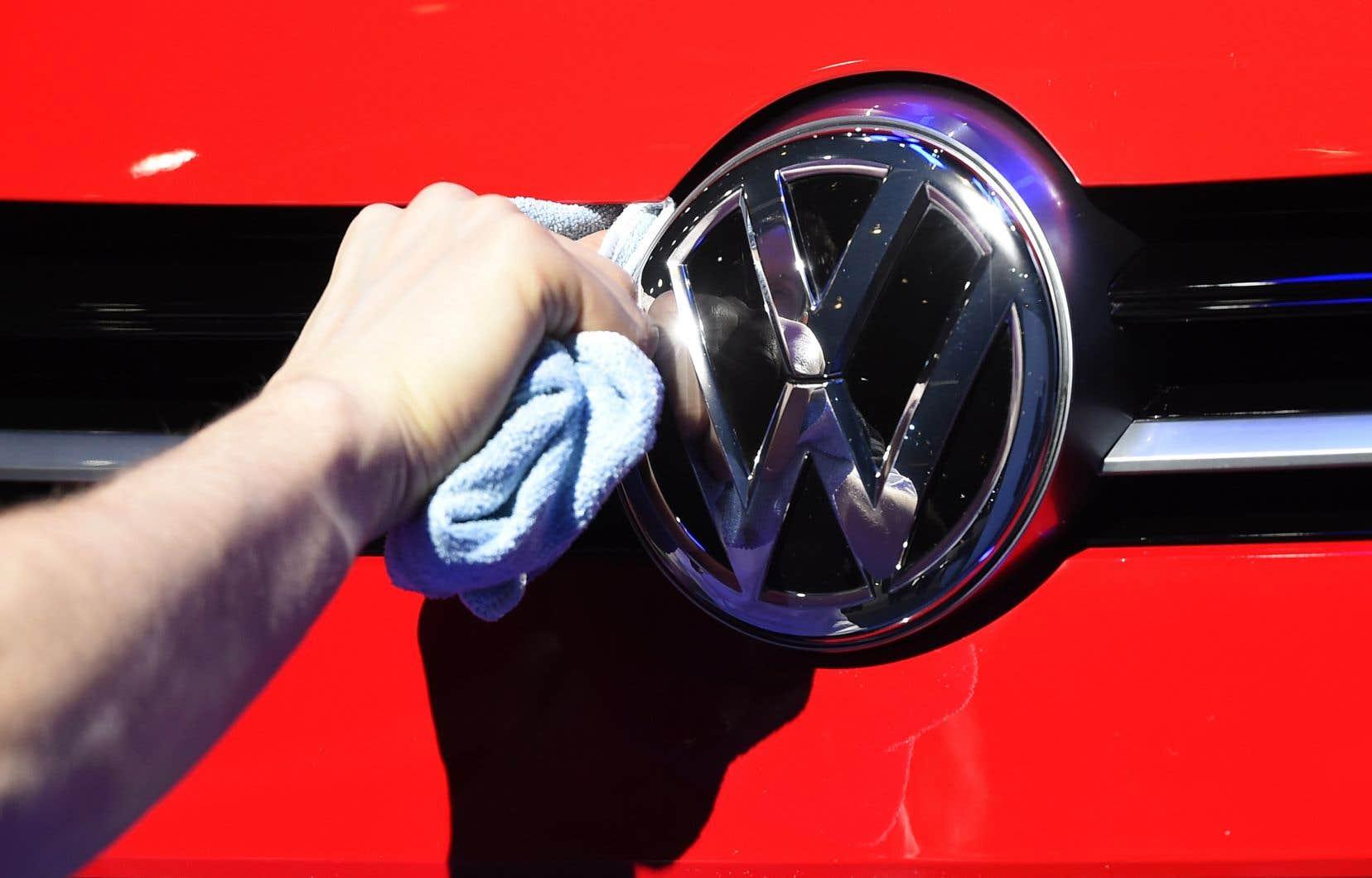 Volkswagen est empêtré depuis 2015 dans un vaste scandale à tiroirs concernant des manipulations sur les logiciels mesurant les émissions polluantes de ses moteurs diesel.