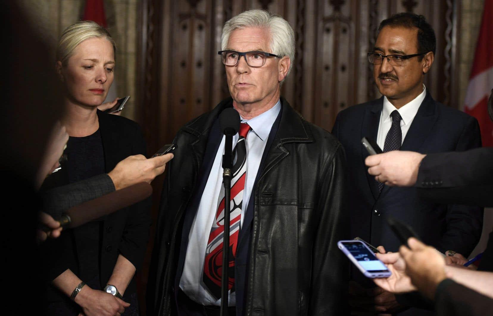 «Le gouvernement est à 100 % pour ce pipeline», a dit le ministre des Ressources naturelles, Jim Carr, mardi