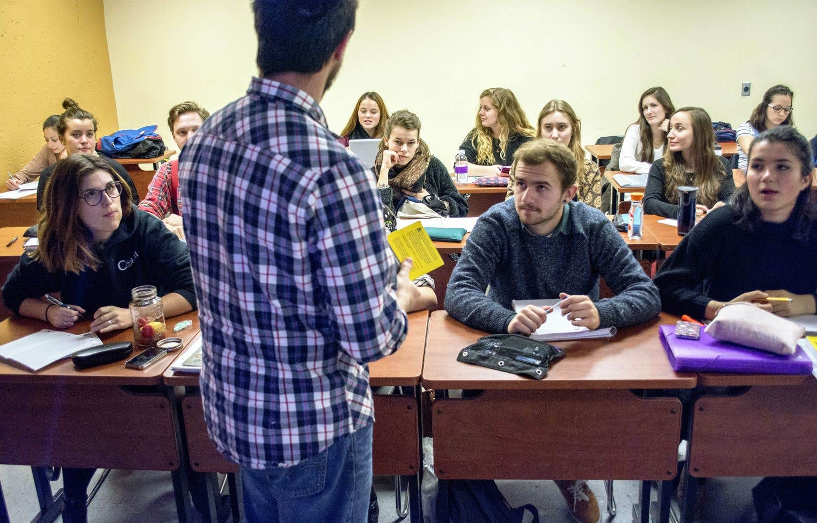 «Il est faux de prétendre que cette révision ne vise qu'à augmenter les taux de réussite et à faciliter l'entrée à l'université des étudiants en sciences de la santé», selon les auteurs.
