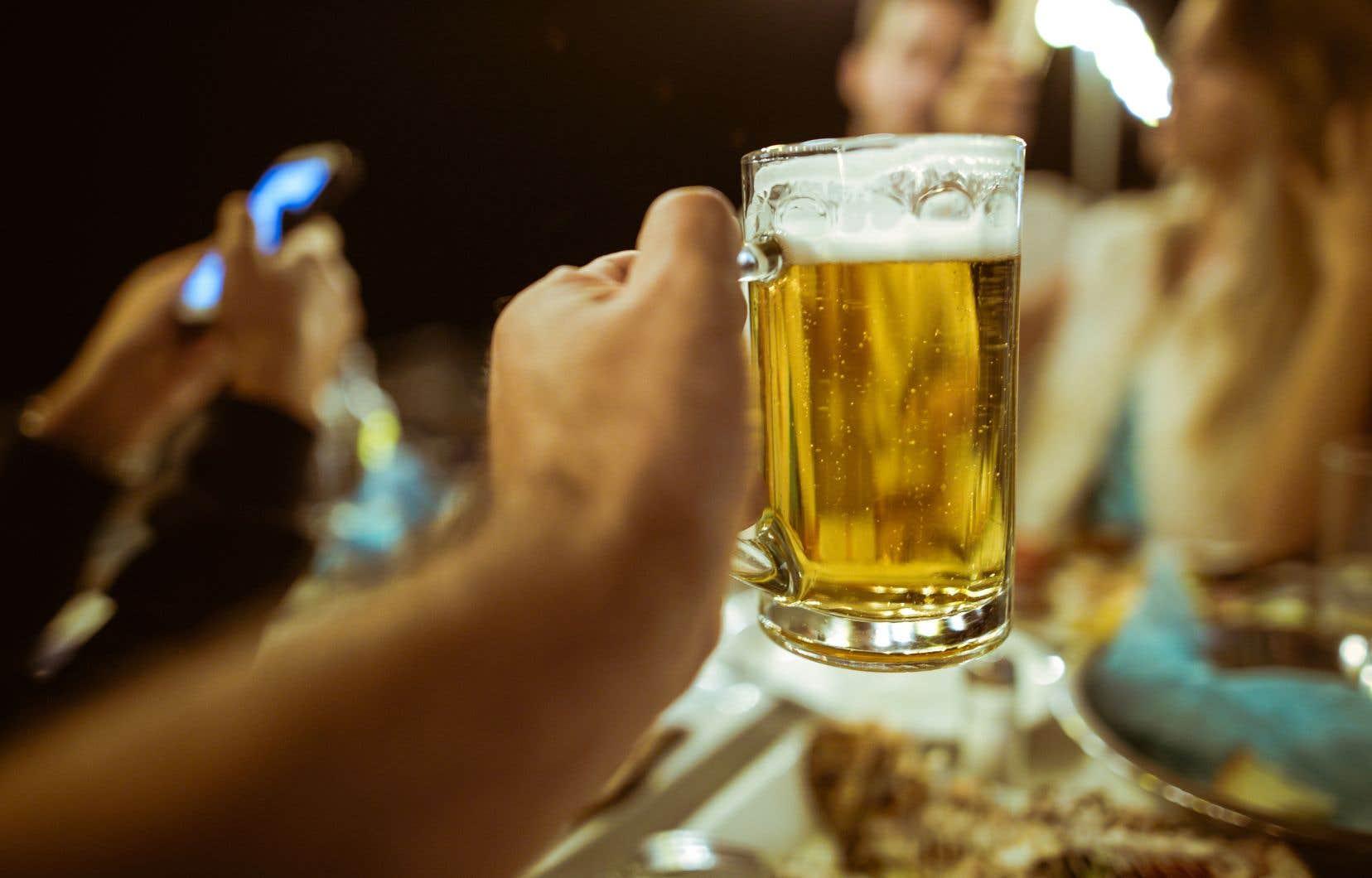 Quinze verres d 39 alcool par semaine c est encore trop le for Alcool de poire maison