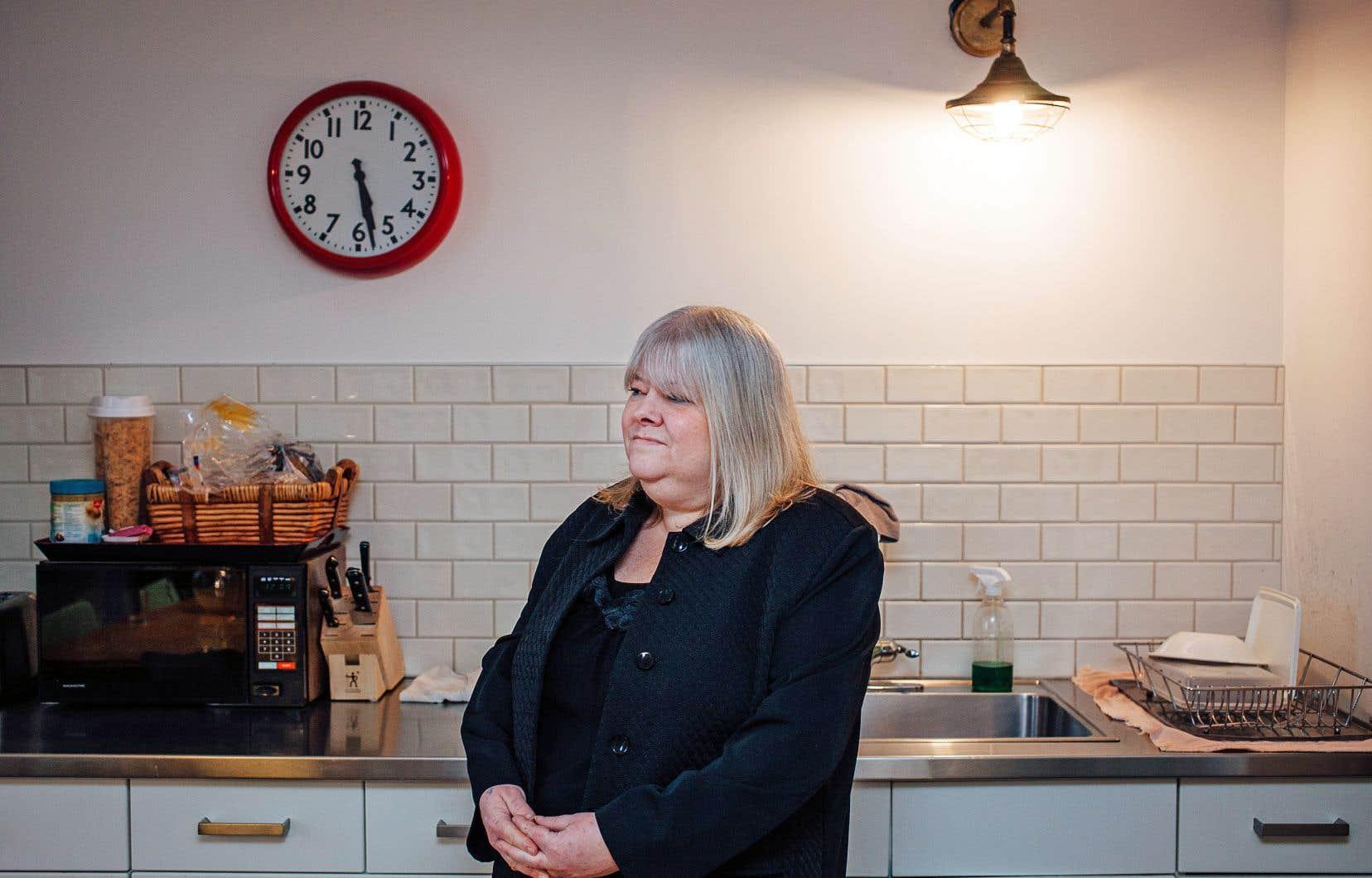 Suzanne vit dans le refuge du PPM au centre-ville de Montréal depuis deux mois et demi en attente d'un logement à loyer modique.