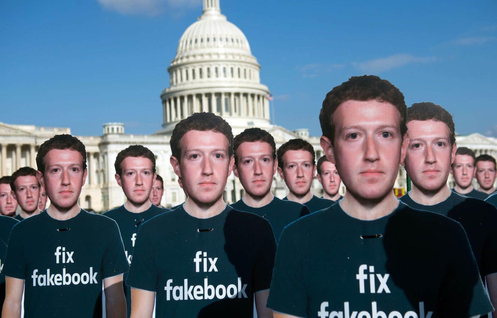 Une centaine de découpes en carton du p.-d.g. de Facebook, Mark Zuckerberg, ont été placées devant le Capitole, à Washington, mardi.