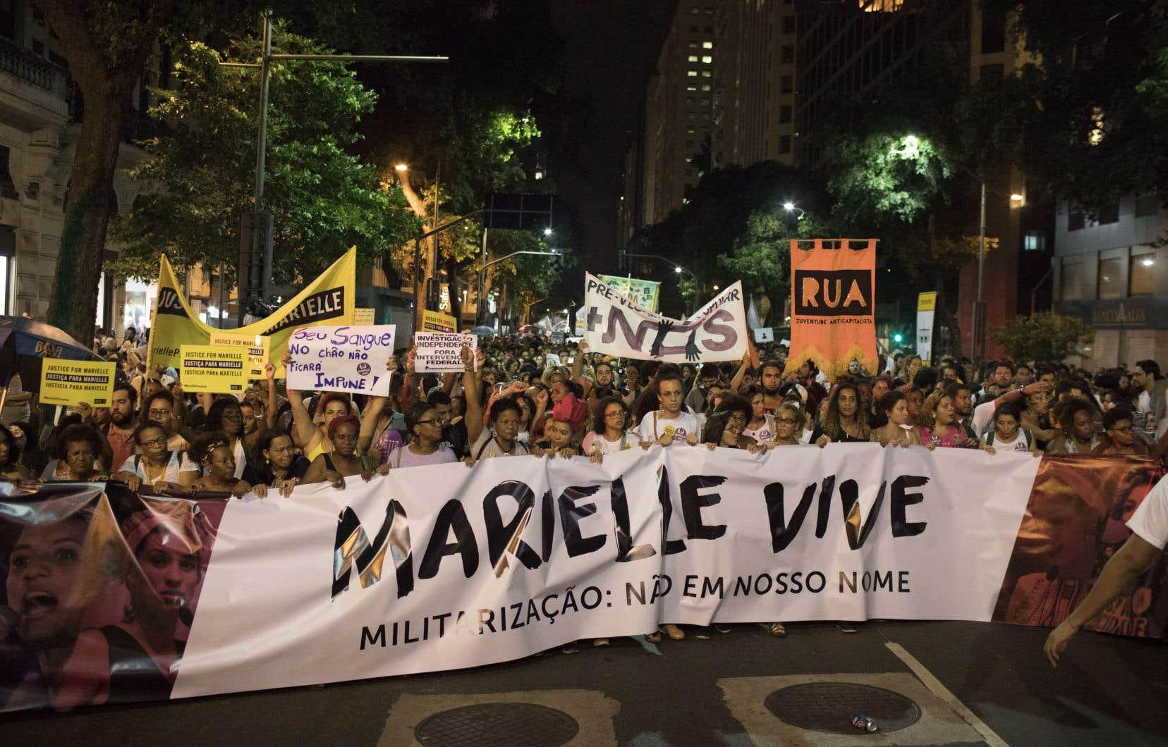Un mois jour pour jour après l'exécution de Marielle Franco, des défenseurs des droits de la personne organisent diverses commémorations.