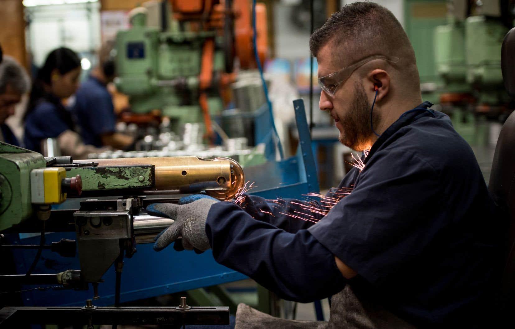 Le poids relatif des emplois manufacturiers recule partout, selon le FMI.