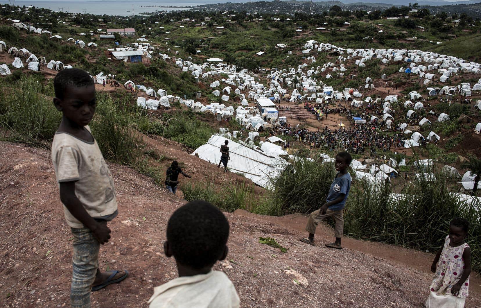 Des jeunes congolais dans un camp de déplacés internes à Kalemie, dans l'est de la République démocratique du Congo, où perdure unconflit entre milices bantous et pygmées.