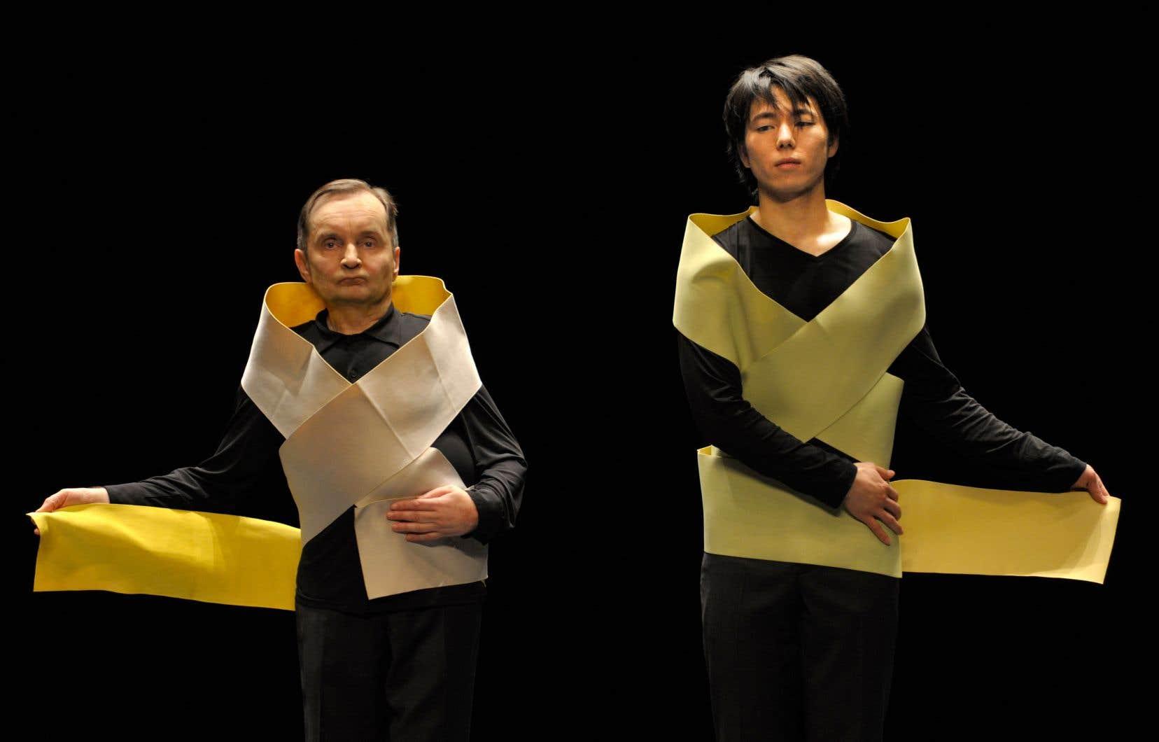 Raimund Hoghe et Takashi Ueno dans une scène de «Pas de deux»