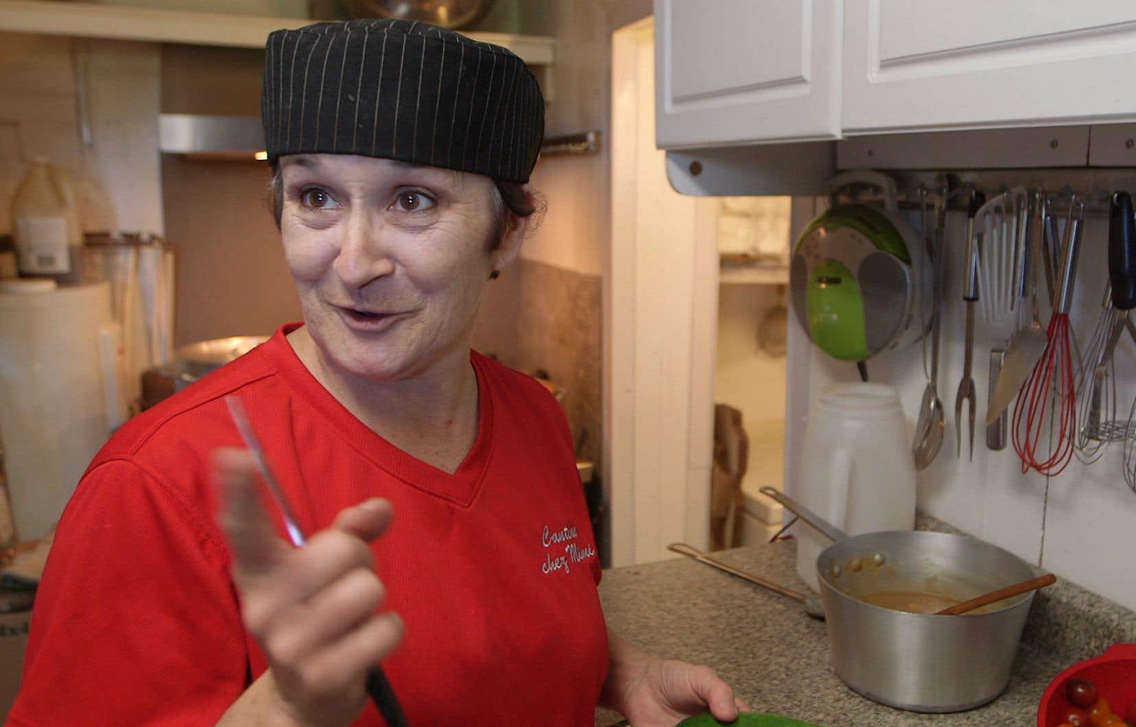 «Esprit de cantine» va à la rencontre de différents propriétaires de cantines au Québec, dont Mimi, quimitonne de bons petits plats pour ses clients assidus.